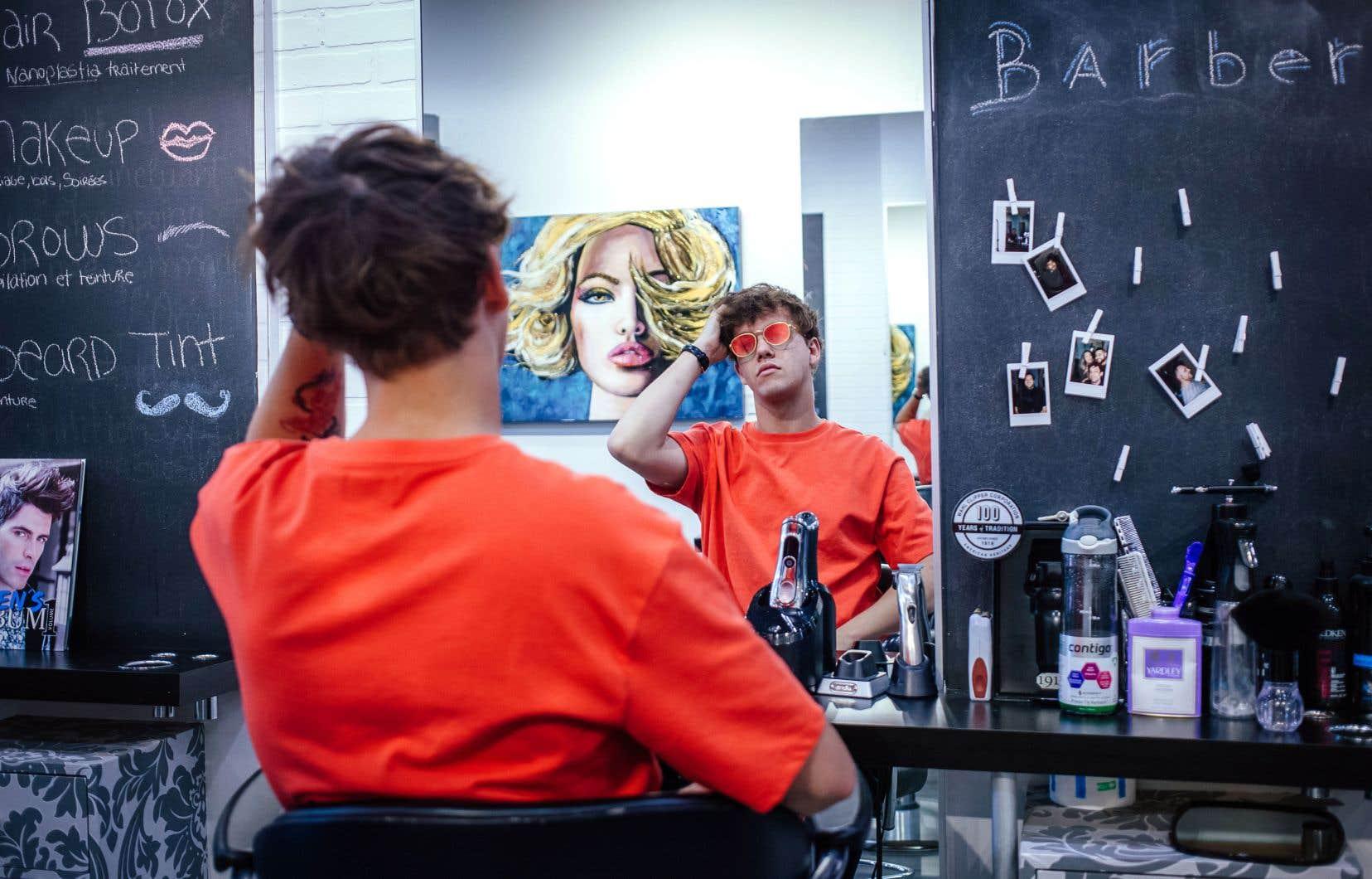 Vincent Roberge, mieux connu sous le nom de Les Louanges, participera pour la première fois à Osheaga, en tant qu'artiste invité.