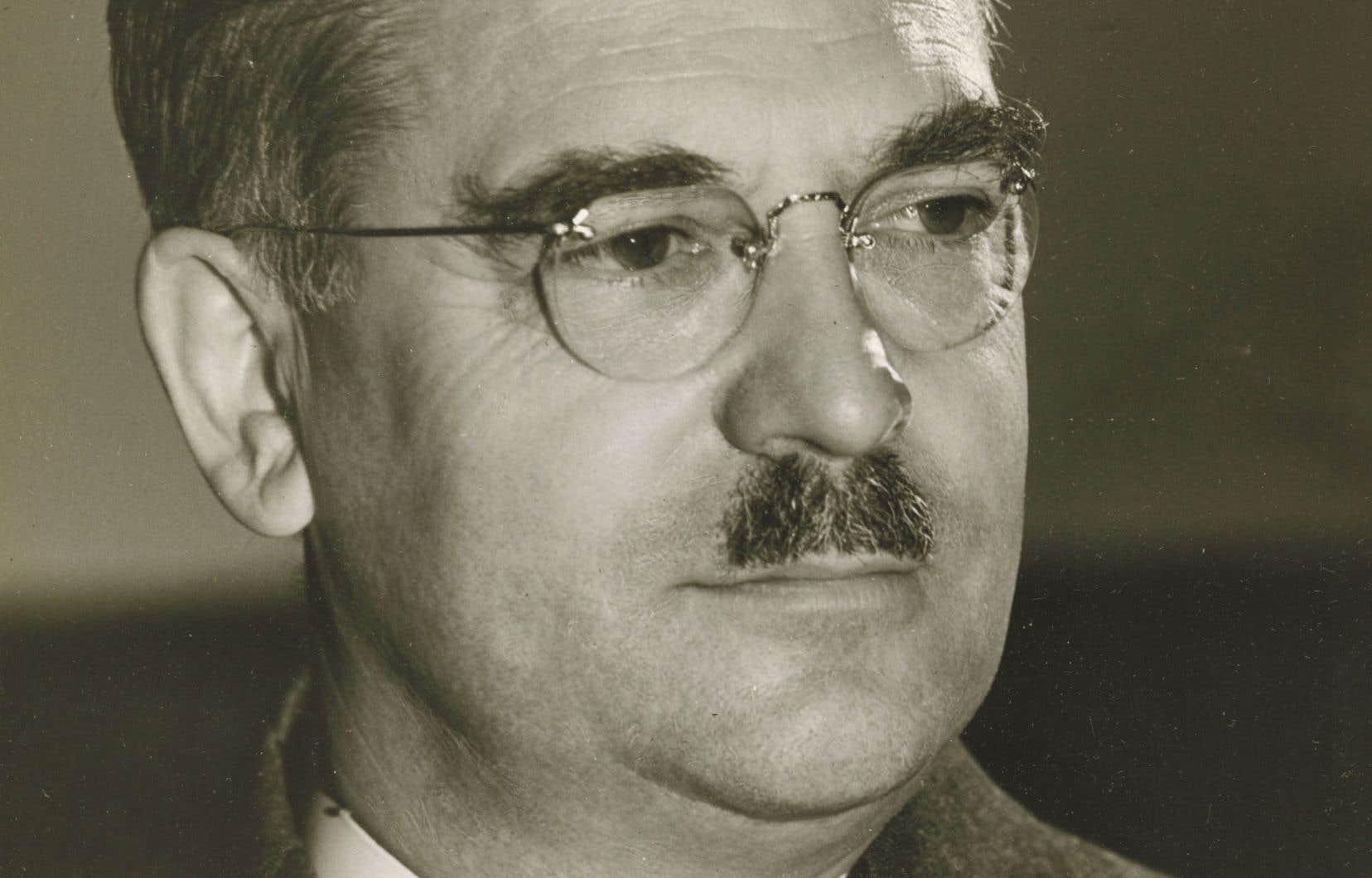 Né à Montréal, Augustin Frigon (1888-1952), ingénieur en électricité, sera le premier Canadien français à obtenir un doctorat en sciences appliquées de l'Université de Paris.