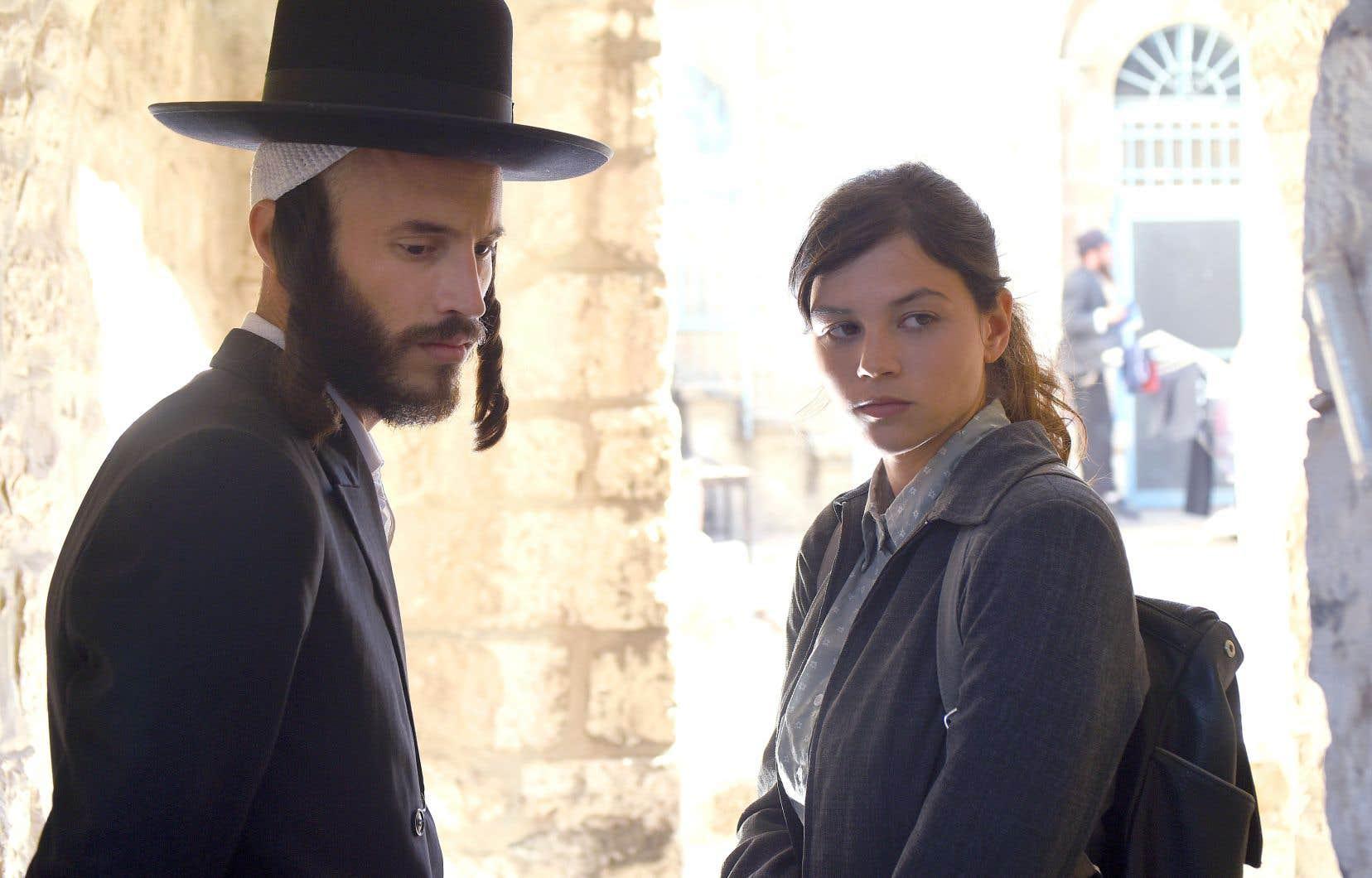 Dans «The Other Story», Anat (Joy Rieger), s'apprête à épouser un musicien, Shachar (Nathan Goshen), mais aussi à embrasser les us et coutumes de la communauté juive orthodoxe.