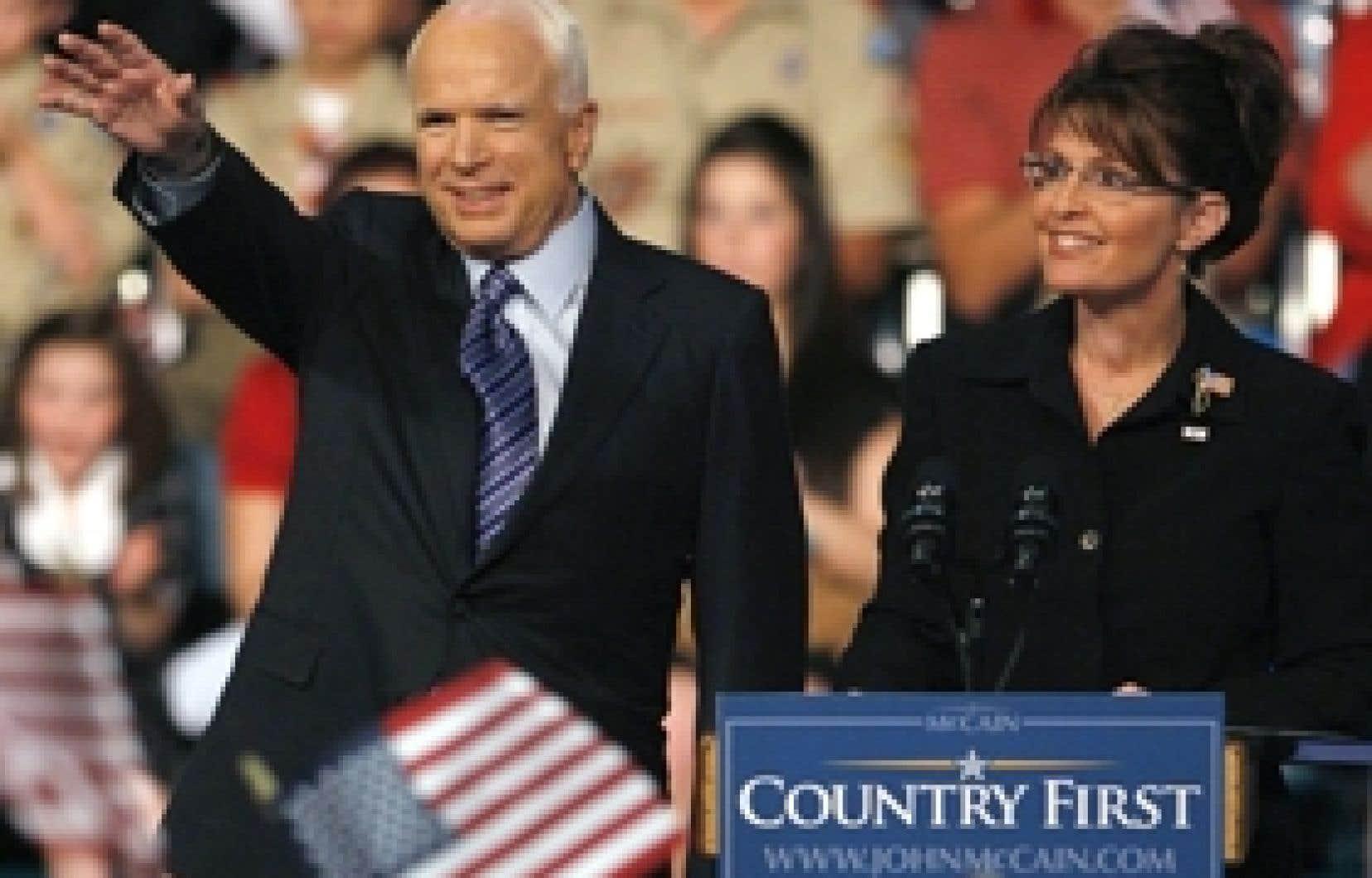 John McCain et sa colistière Sarah Palin, 44 ans, gouverneure de l'Alaska.