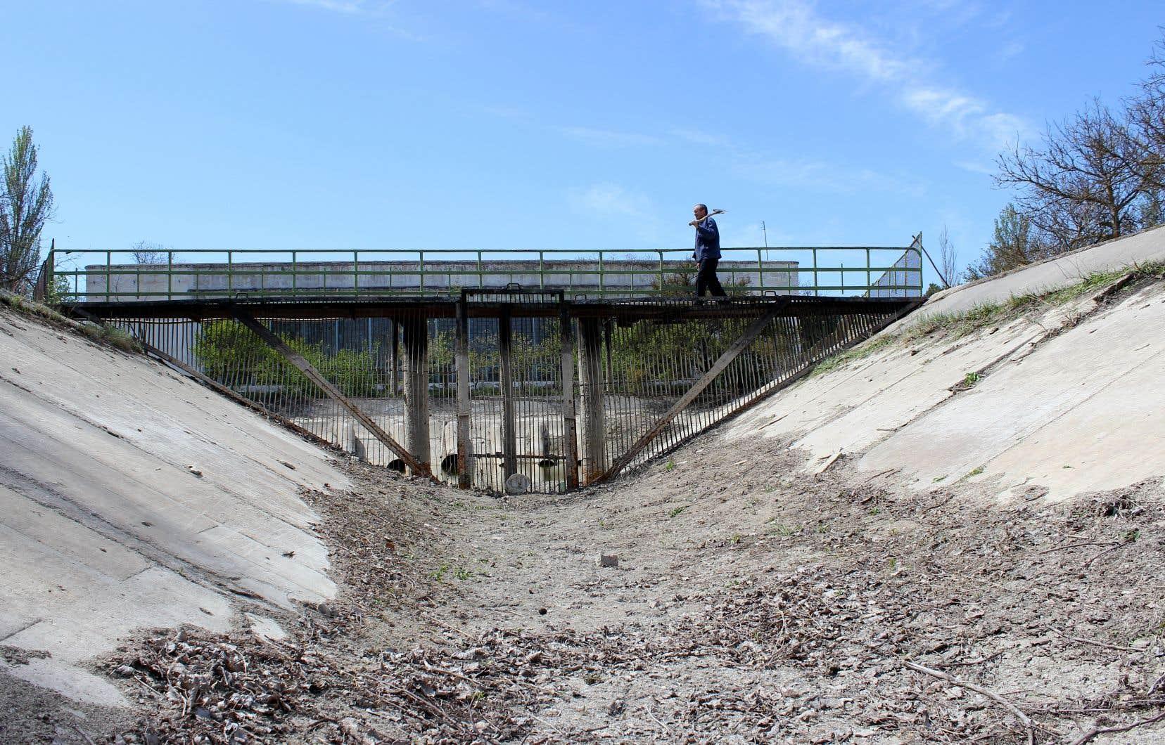 «À la suite du conflit en 2014, l'Ukraine a grandement réduit le débit d'eau qui passe par le canal de Crimée du Nord», souligne l'auteur.