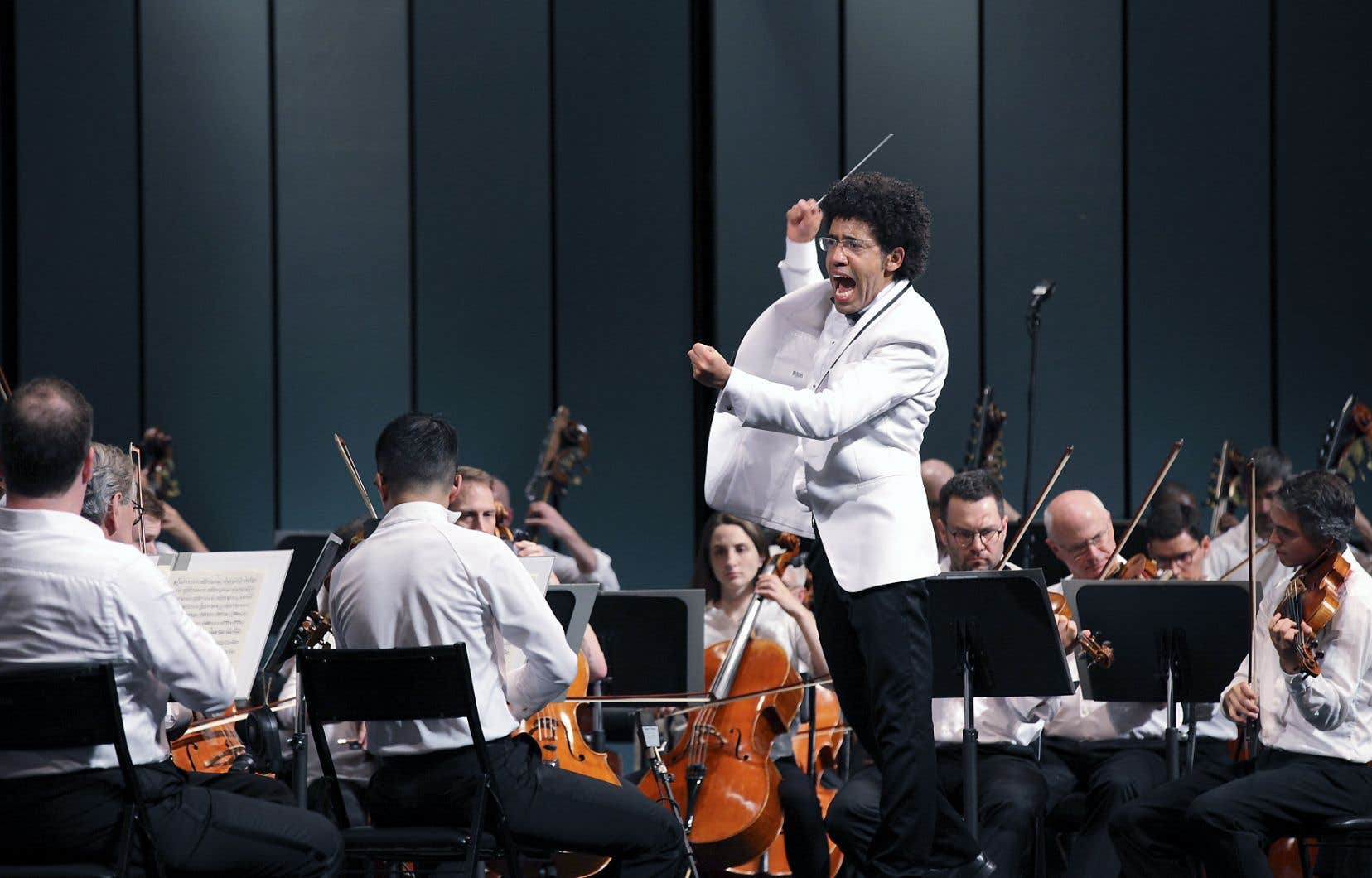 Le chef Rafael Payare a donné vie à la musique de l'orchestre grâce à une direction intense et impeccable.