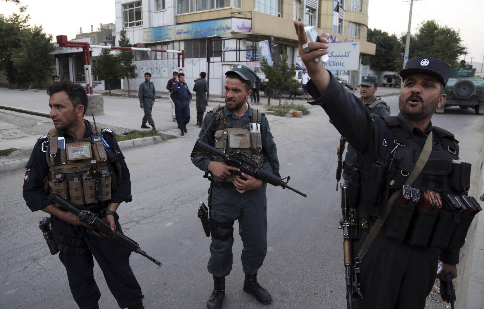Une voiture piégée a explosé, puis des hommes armés ont fait irruption dans les bureaux de l'Afghanistan Green Trend (AGT).Le porte-parole du ministère de l'Intérieur a affirmé six heures après le début de l'attaque que «tous les assaillants ont été tués».