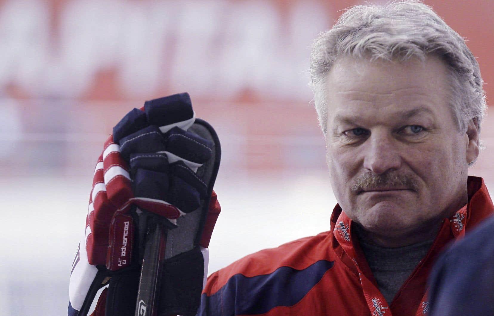 Aujourd'hui âgé de 59 ans, Dale Hunter s'est démarqué dans la Ligue canadienne de hockey depuis que son frère Mark et lui ont acheté les Knights de London, de la Ligue de l'Ontario, en 2000.