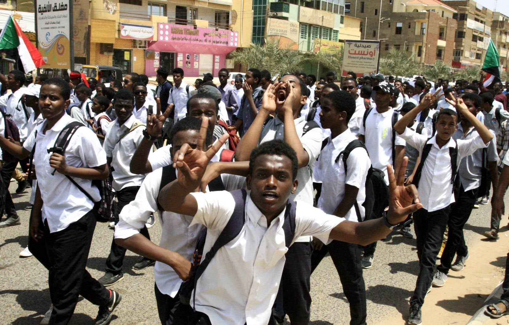 À Khartoum, des centaines d'élèves se sont rassemblés pour dénoncer la mort de leurs camarades tués à Al-Obeid.