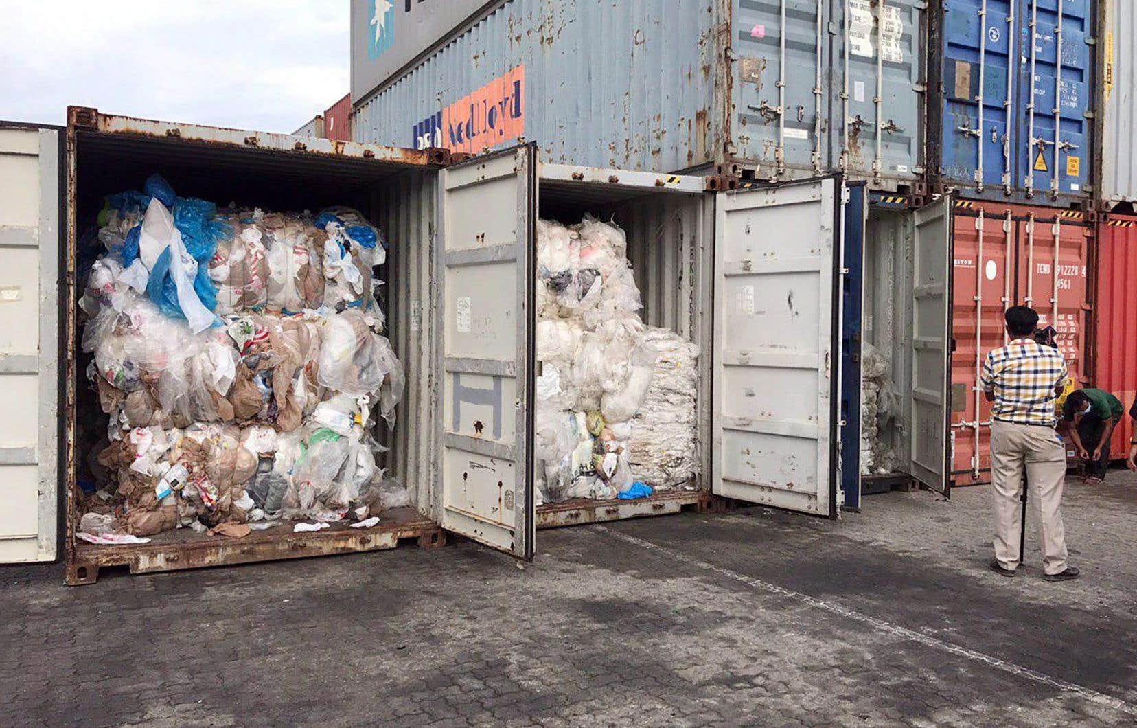 Les déchets avaient été découverts le 16 juillet, quelques jours après que le premier ministre, Hun Sen, a déclaré lors d'une réunion du cabinet que le Cambodge n'était pas un dépotoir et n'autorisait pas l'importation de déchets en plastique ou autres matières recyclables.