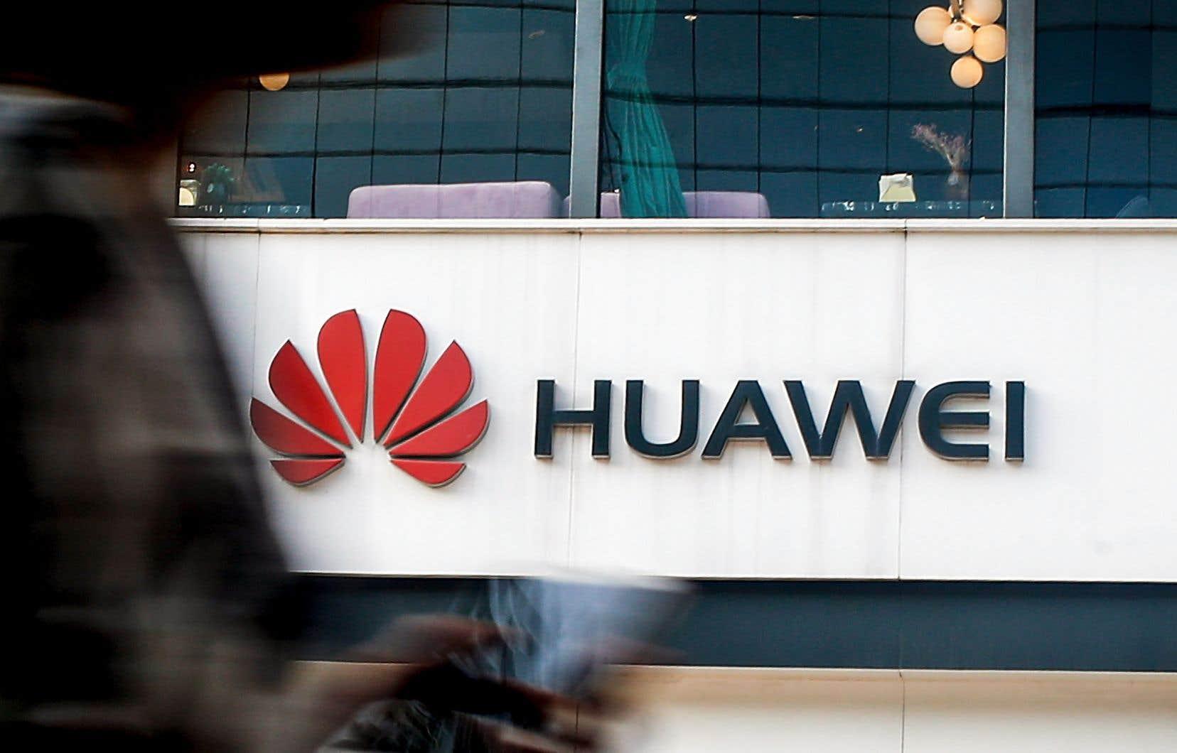 Huawei a indiqué avoir signé 50 contrats commerciaux pour la 5G avec principalement des clients européens et qu'il poursuivra, voire augmentera, ses investissements dans la nouvelle génération de réseau sans fil.