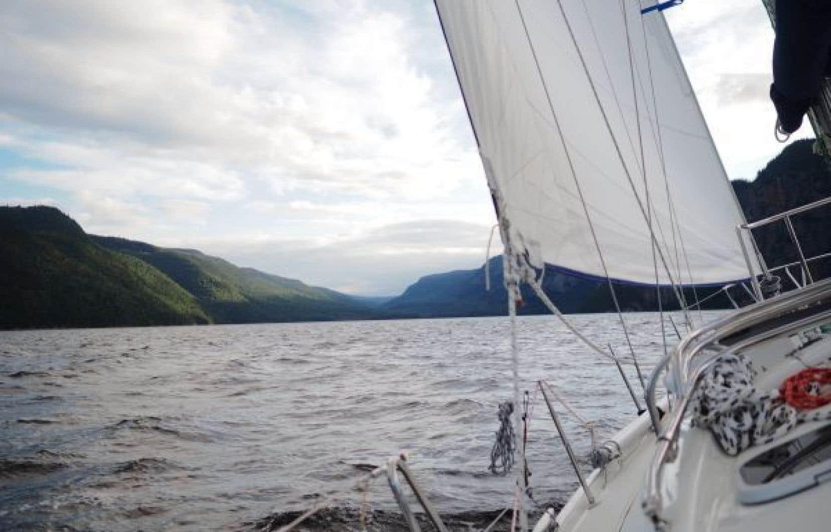 Lorsque le voilier atteint le parfait équilibre entre tous les éléments de la nature, il file doucement sur l'eau.
