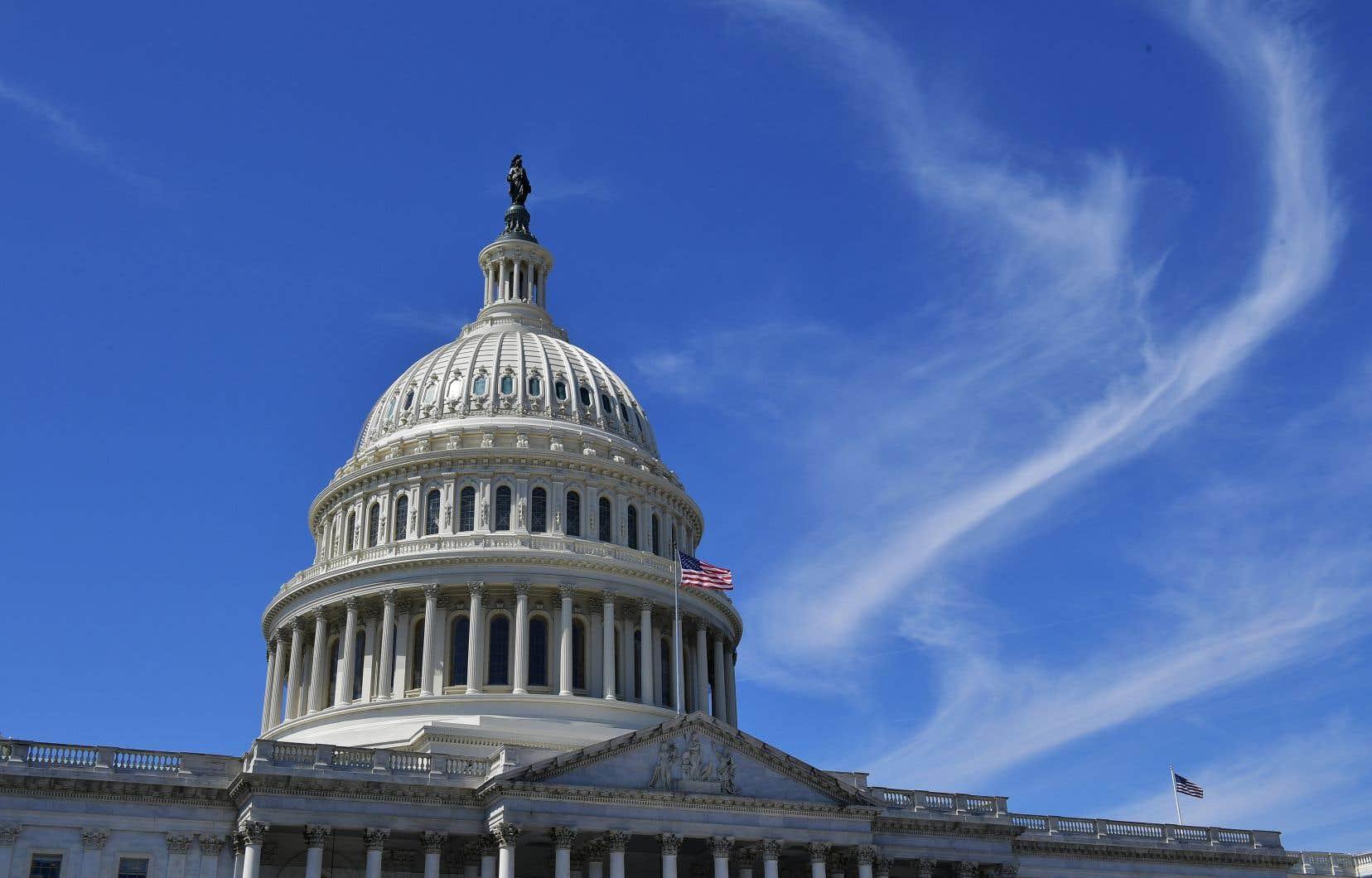 Le projet de loi a été approuvé par 67 voix contre 28 par la chambre haute, où les républicains sont majoritaires, une semaine après son adoption par la Chambre des représentants, à majorité démocrate.