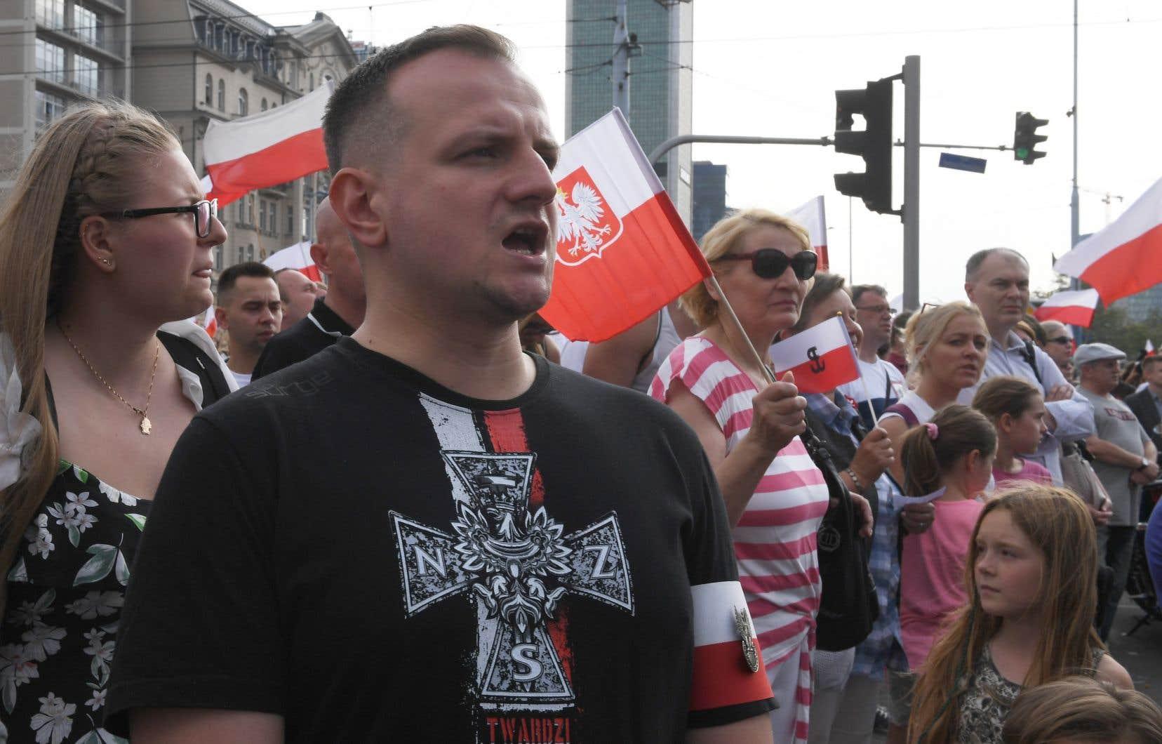 Les Polonais ont observé une minute de silence à l'occasion du 75e anniversaire de l'Insurrection de Varsovie contre l'occupant allemand nazi pendant la Seconde Guerre mondiale.