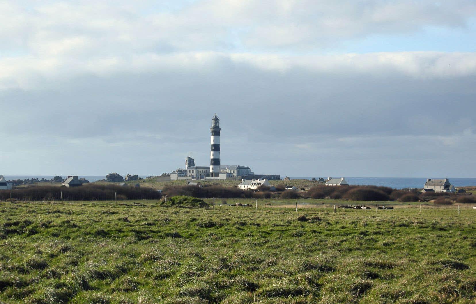Le phare du Creac'h, l'un des plus puissants du globe, monte la garde sur toute la partie ouest de l'île d'Ouessant.