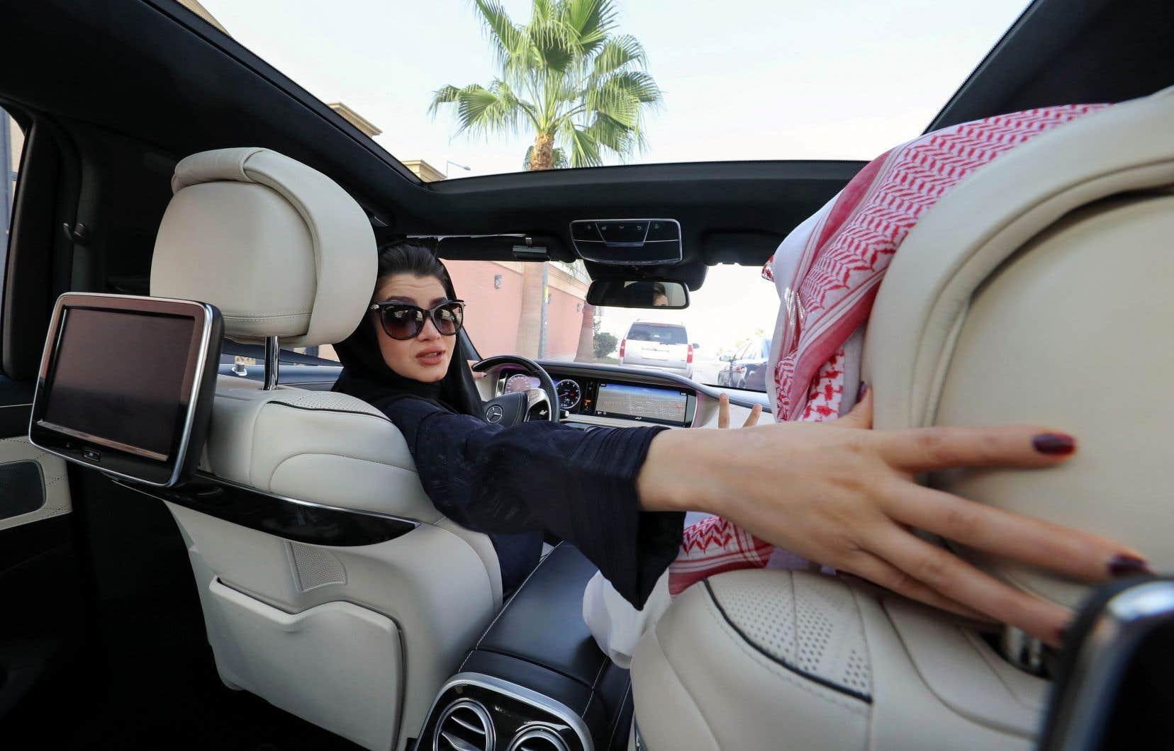 La plus emblématique des réformes a été celle permettant aux femmes de conduire une voiture depuis juin 2018.