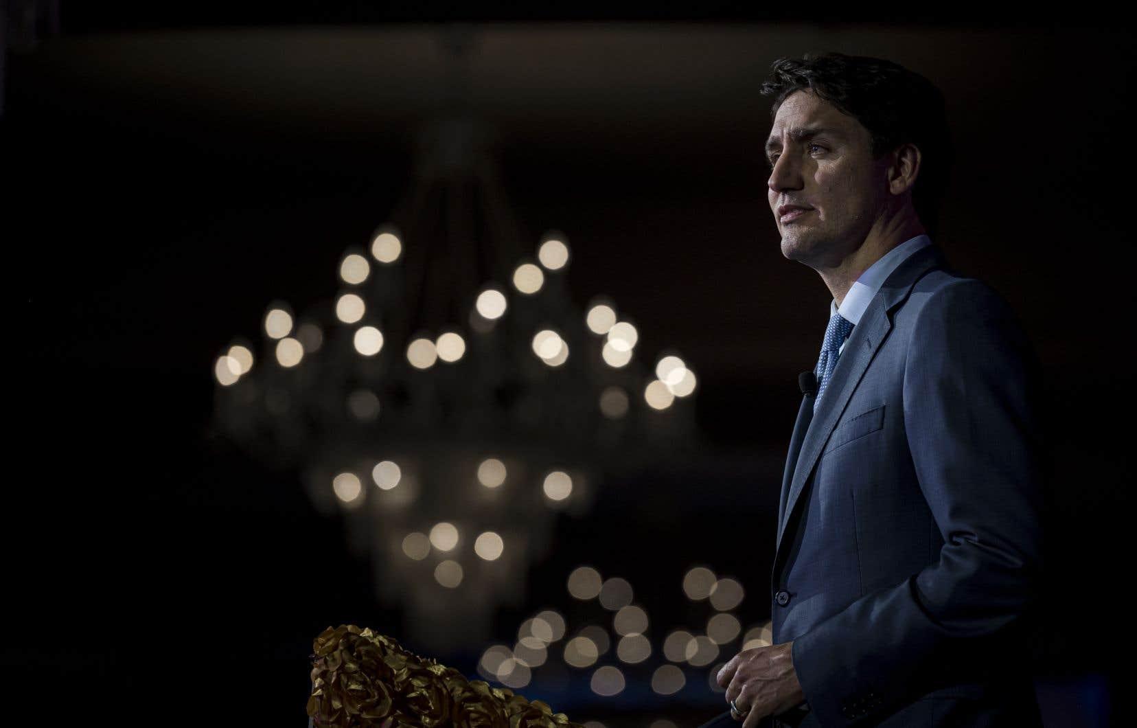 «Le gouvernement Trudeau se voit imposer par l'OTAN d'acheter pour 70 milliards de dollars de bateaux de guerreet bientôt pour des dizaines de milliards de chasseurs bombardiers d'attaque», souligne l'auteur.