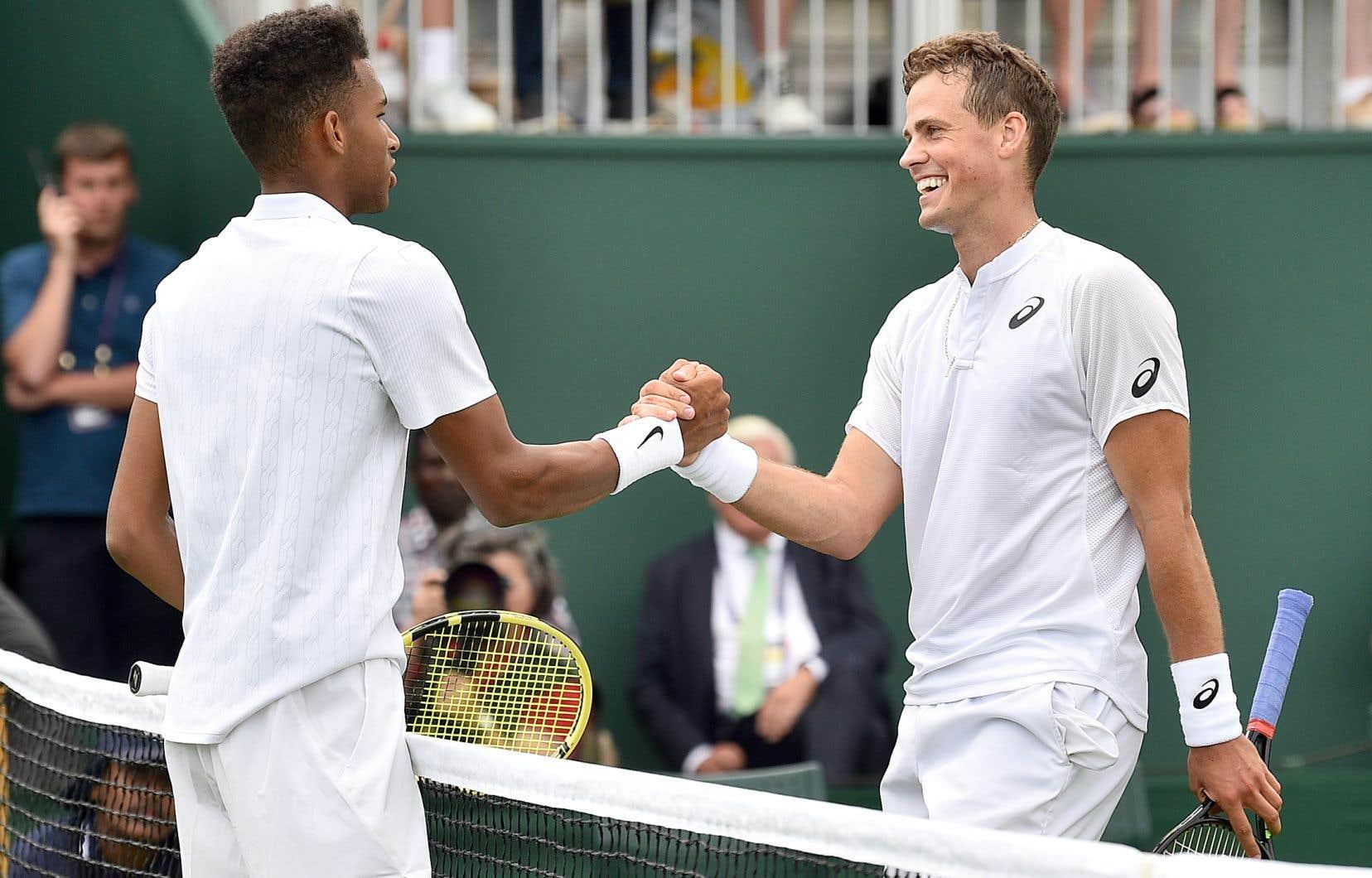 Félix Auger-Aliassime et Vasek Pospisil en seront à un troisième duel en carrière. Sur la photo, les deux joueurs à Wimbledon en juillet.