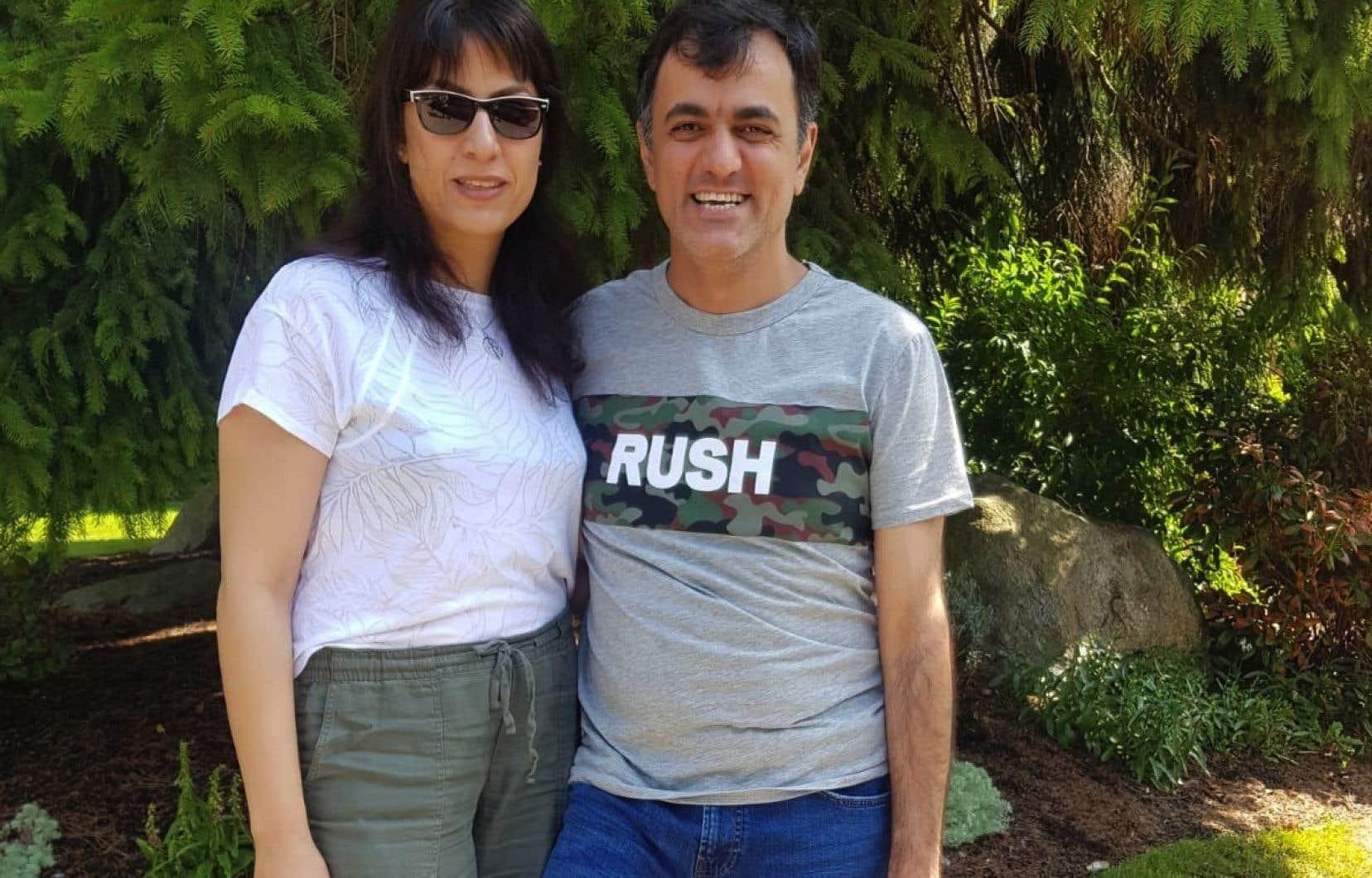 Saeed Malekpour a rejoint sa famille en Colombie-Britannique, dont sa soeur, Maryam Malekpour (à gauche).