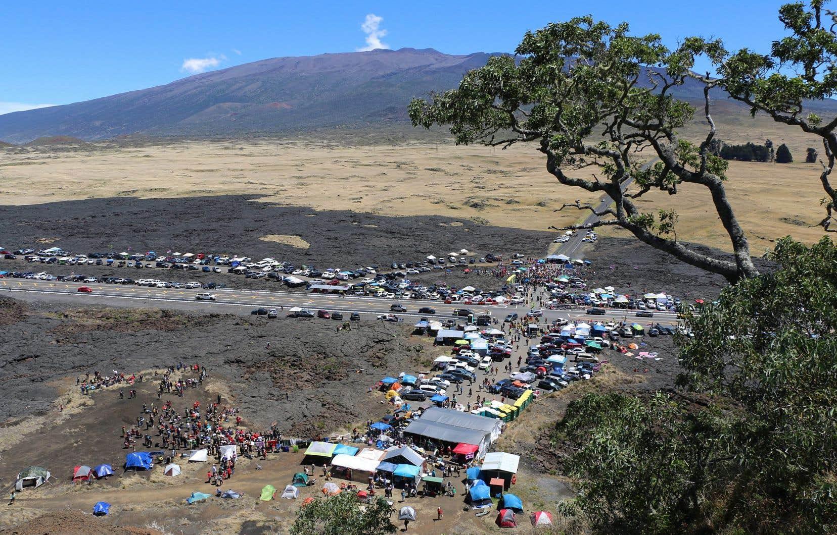L'élévation hors norme du volcan (4200 m), dont la route a notamment été bloquée fin juillet, lui confère une importance majeure dans la culture hawaïenne.