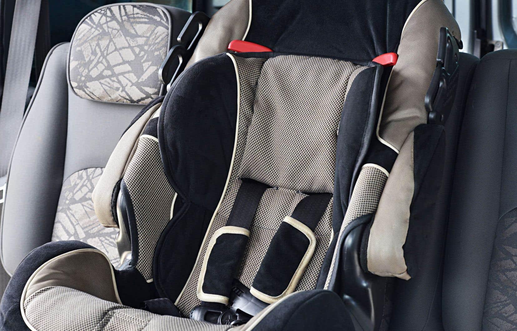 Les personnes qui aperçoivent un enfant seul dans un véhicule chaud doivent appeler immédiatement le 9-1-1, même si l'enfant semble aller bien.