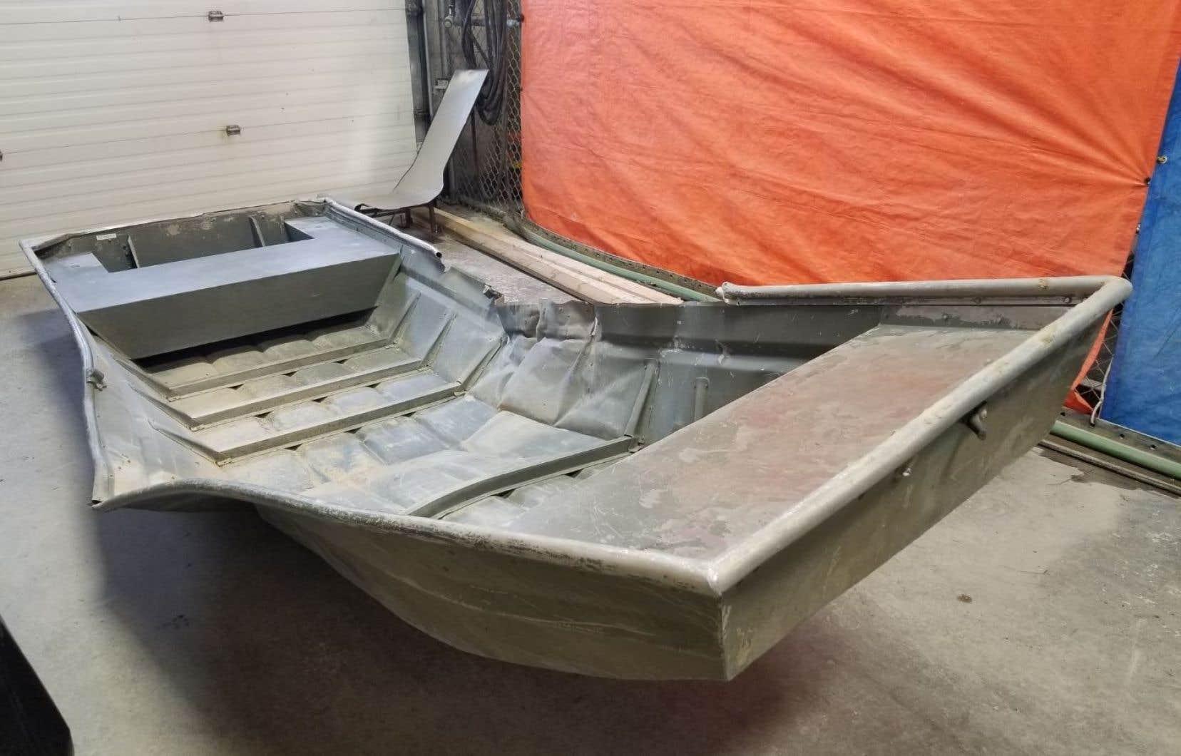 Vendredi dernier, une embarcation en aluminium endommagée a été découverte sur les rives du fleuve Nelson.