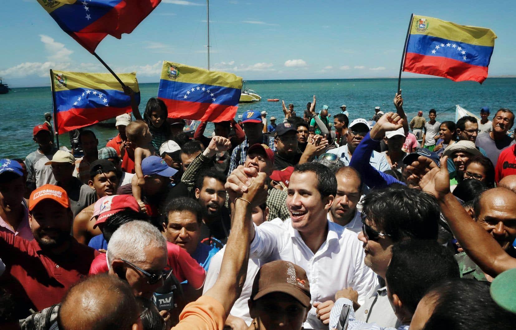 Le désenchantement gagne les partisans de Juan Guaidó (en blanc), autoproclamé président du Venezuela par intérim le 23 janvier.