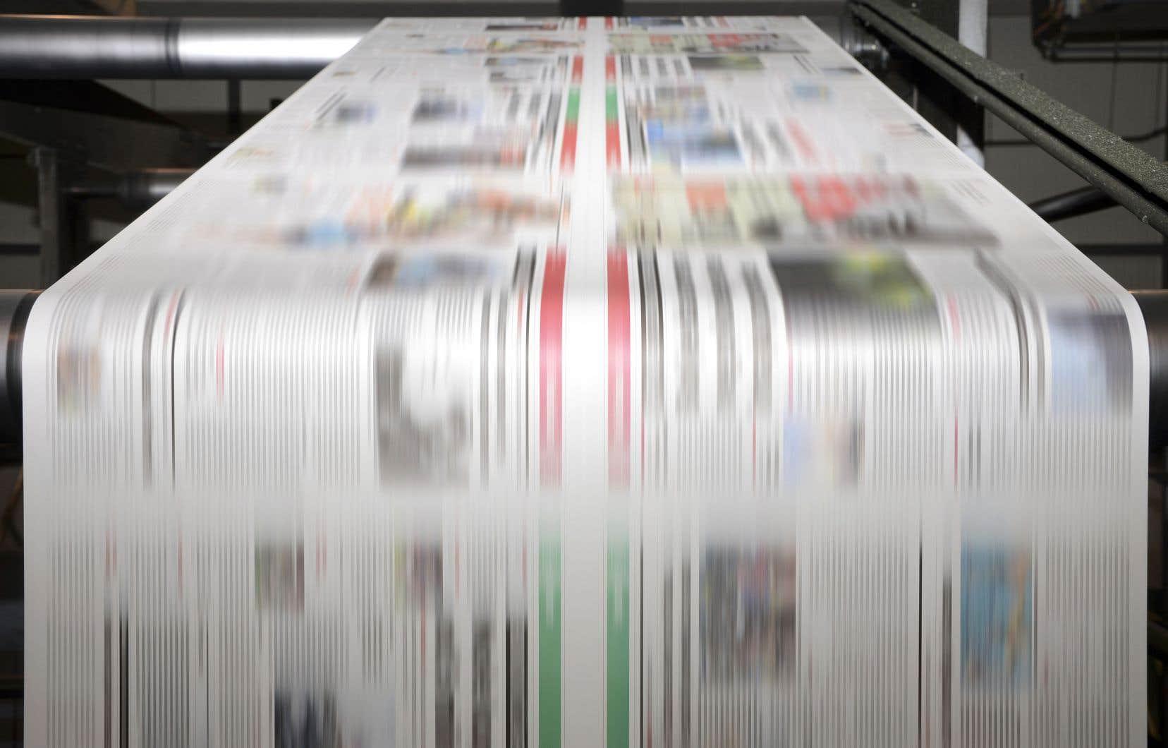 Dans l'ensemble du Québec, en 2018, il y a en parts égales des lecteurs réguliers des quotidiens qui lisent ces derniers en format papier ou sur les plateformes numériques.