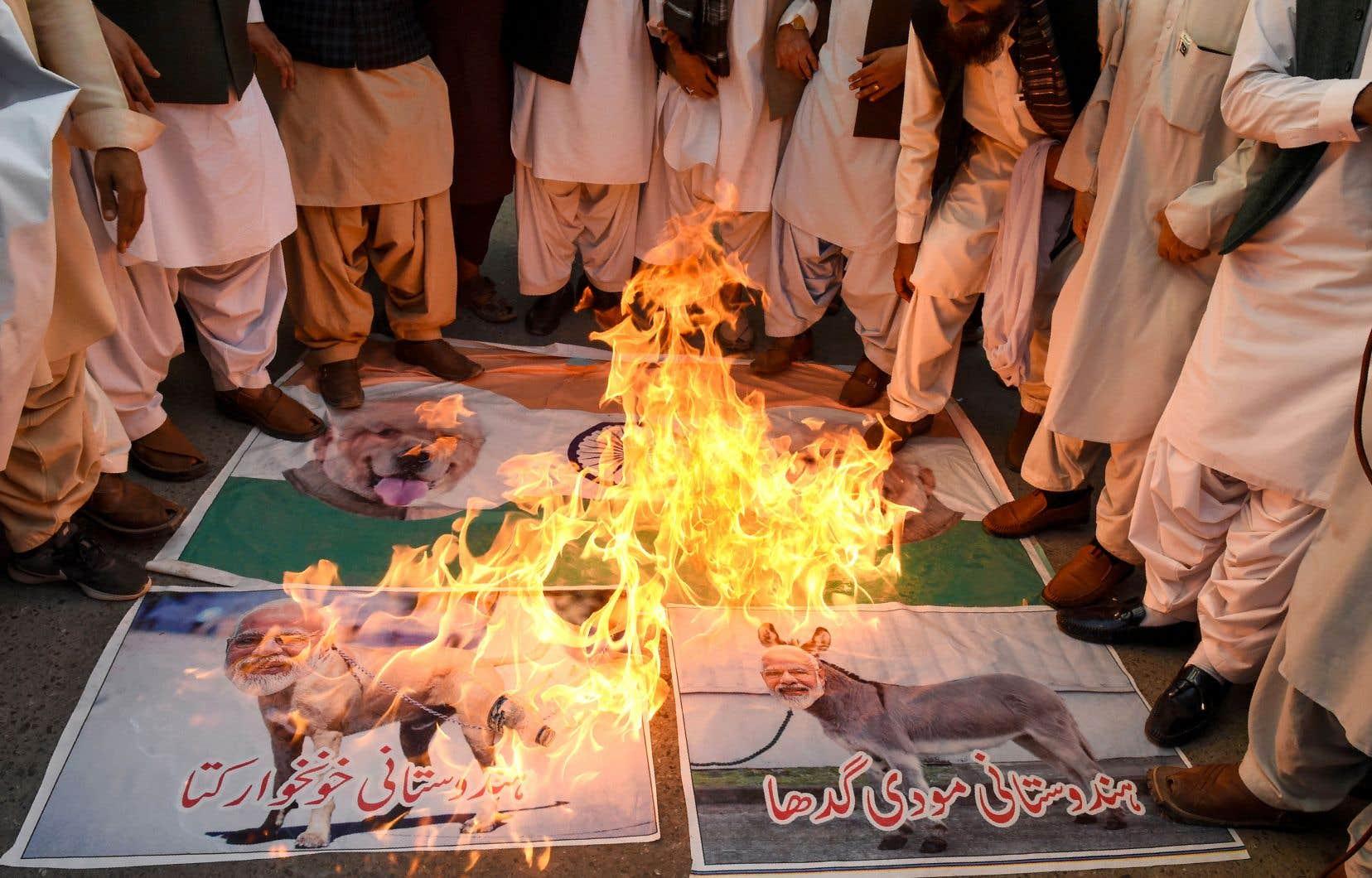 Les Cachemiris craignent que le confinement de la population, en grande partie hostile à l'Inde, n'exacerbe le ressentiment local.