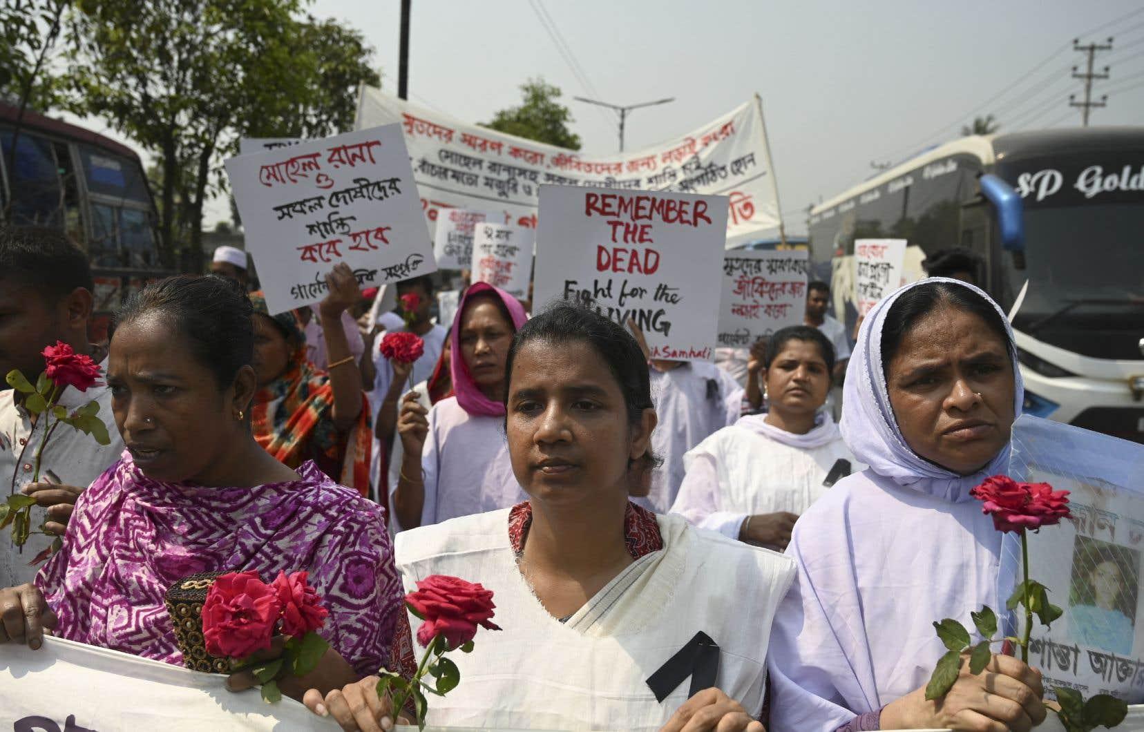 Chaque année, le 24 avril, les proches des victimes de l'effondrement du Rana Plaza commémorent la tragédie qui a fait 1130 morts et 2500 blessés.