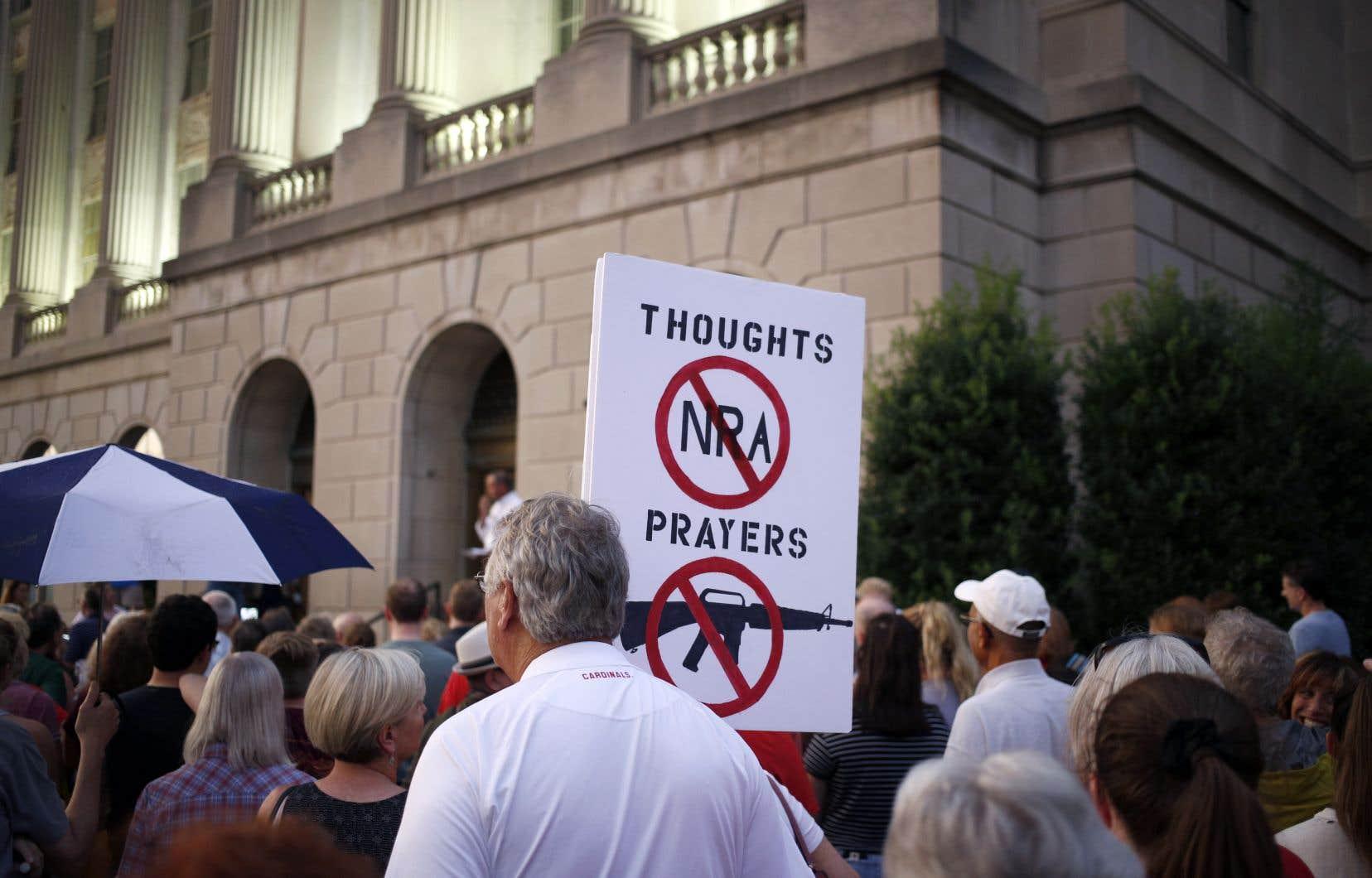 Ces réformes «rendraient nos villes plus sûres sans compromettre les droits des propriétaires d'armes», écrivent les signataires.