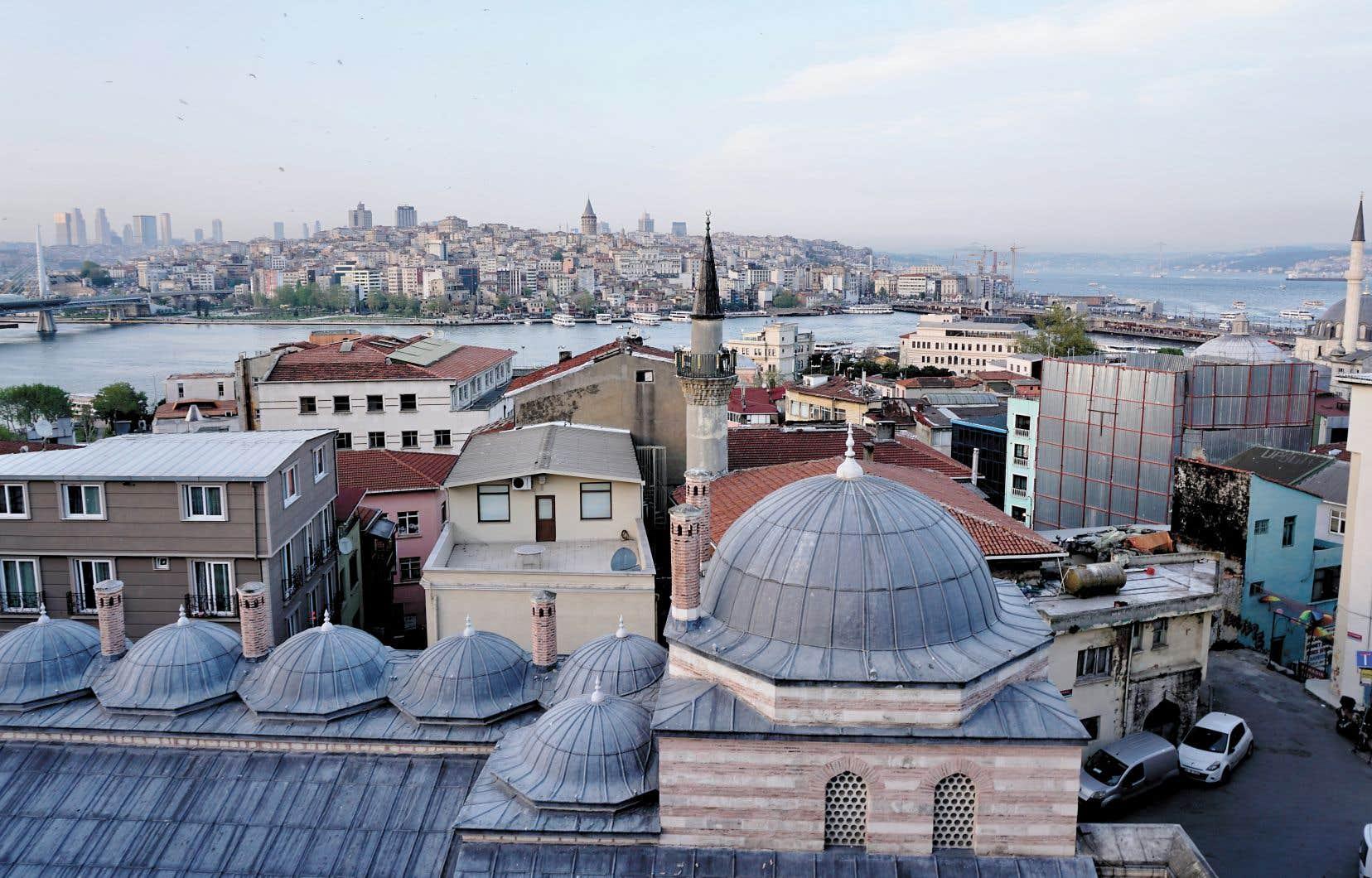 Le quartier Faith constitue le coeur historique d'Istanbul, sur la rive européenne du Bosphore. Les restaurants y sont nombreux à proposer des spécialités, dans un quartier où le nombre de réfugiés s'est multiplié.