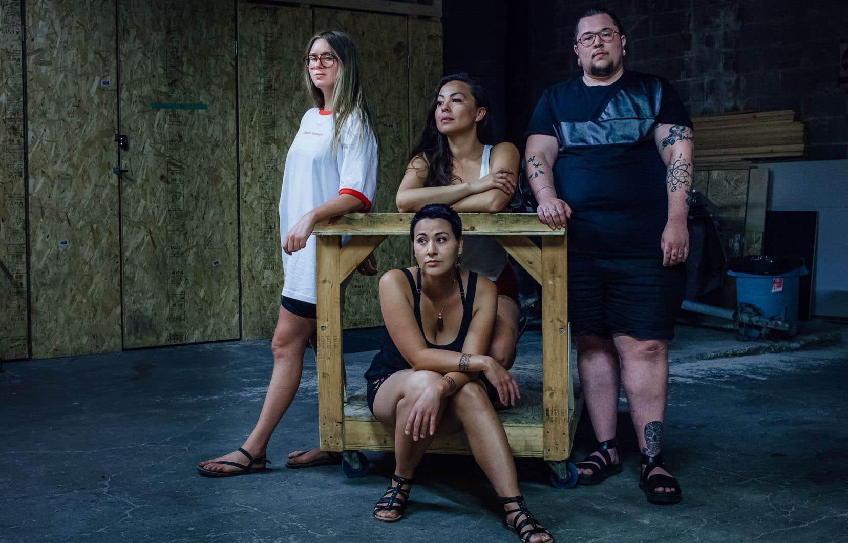 Lydia Képinski (en arrière à gauche) a été jumelée au trio de Yellowknife Quantum Tangle pour composer et enregistrer à Montréal la chanson Signal.