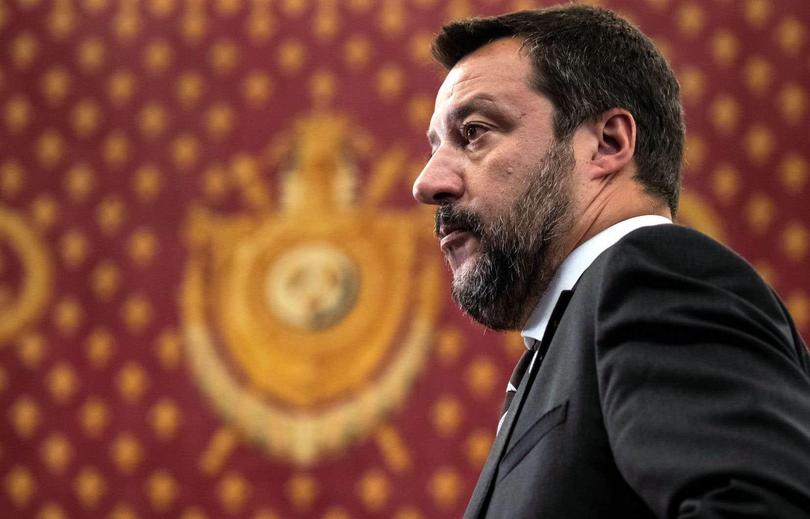 Matteo Salvini espère la dissolution du Parlement, dont la décision revient au président.