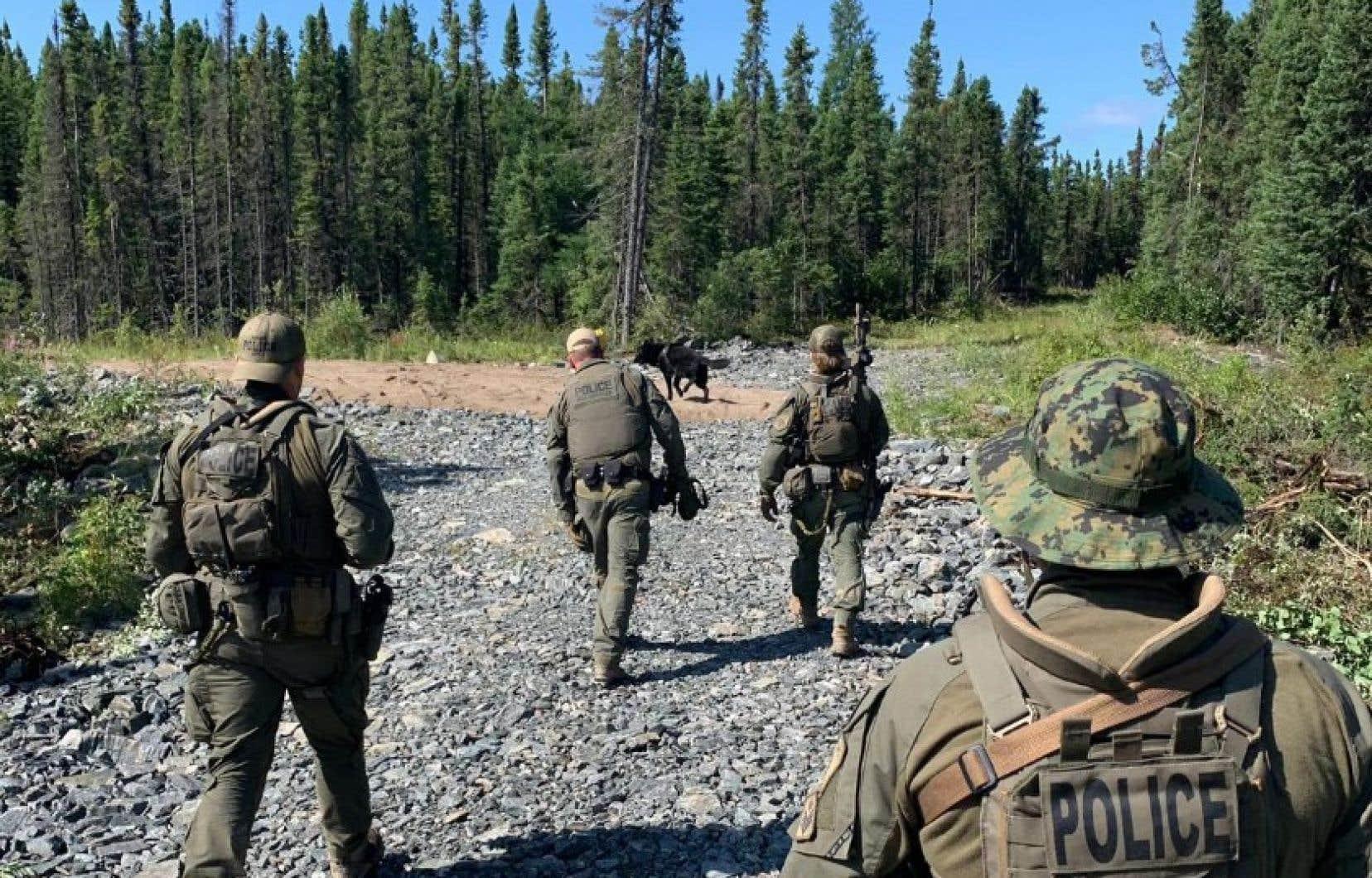 <p>Six agents avaient terminé les fouilles dans les environs de Gillam, dans le nord du Manitoba, non loin d'où les corps de Kam McLeod et Bryer Schmegelsky auraient été retrouvés mercredi.</p>