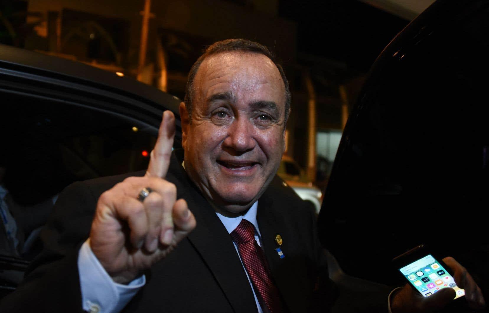 Se déplaçant à l'aide de béquilles en raison d'une maladie vieille de 40 ans, le médecin conservateur Alejandro Giammatteien était à sa quatrième candidature depuis 2007, à chaque fois pour des partis différents.
