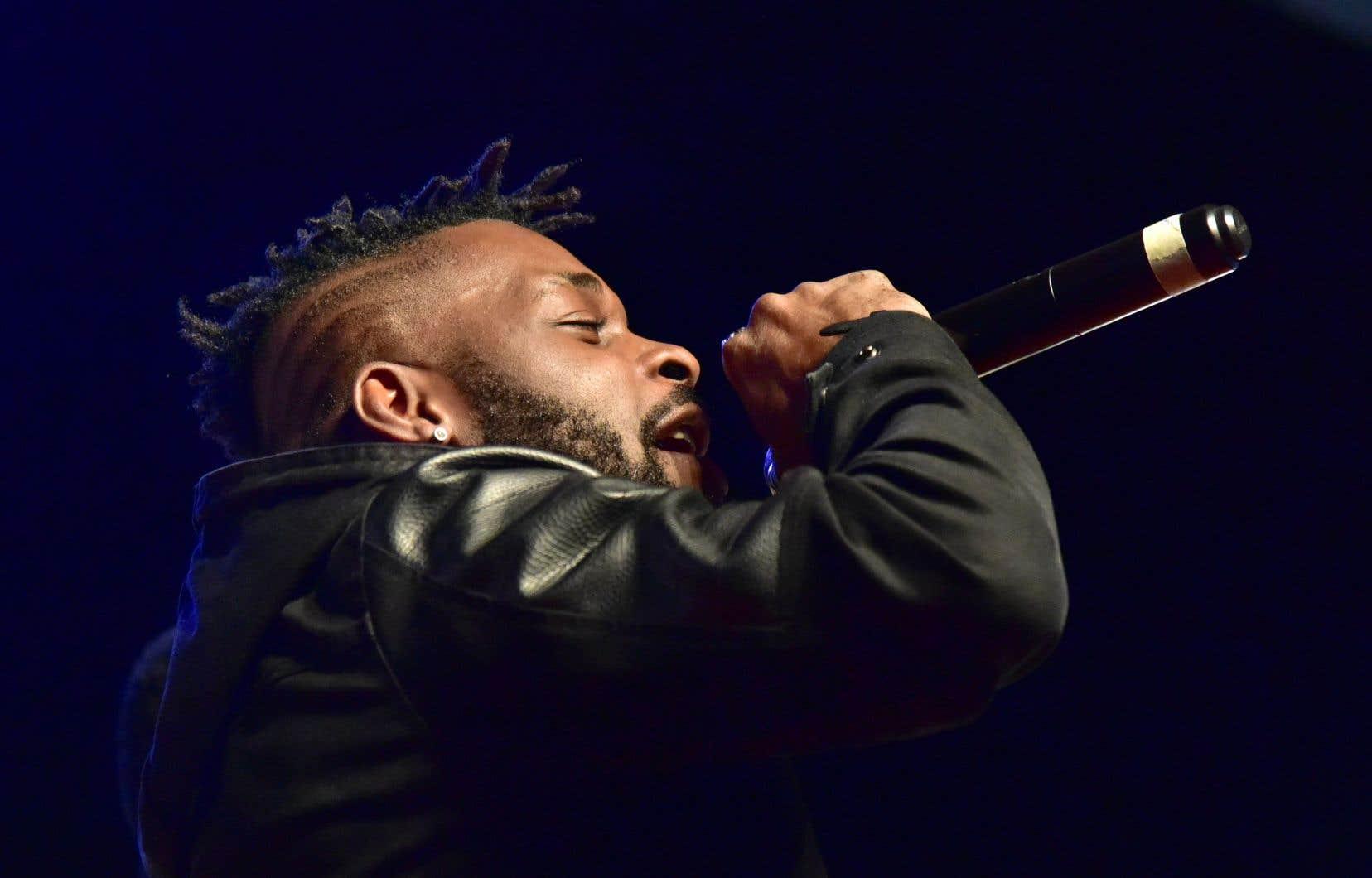 DJ Arafat avait été désigné «meilleur artiste de l'année» aux «Awards du coupé-décalé» ivoiriens en 2016 et en 2017.