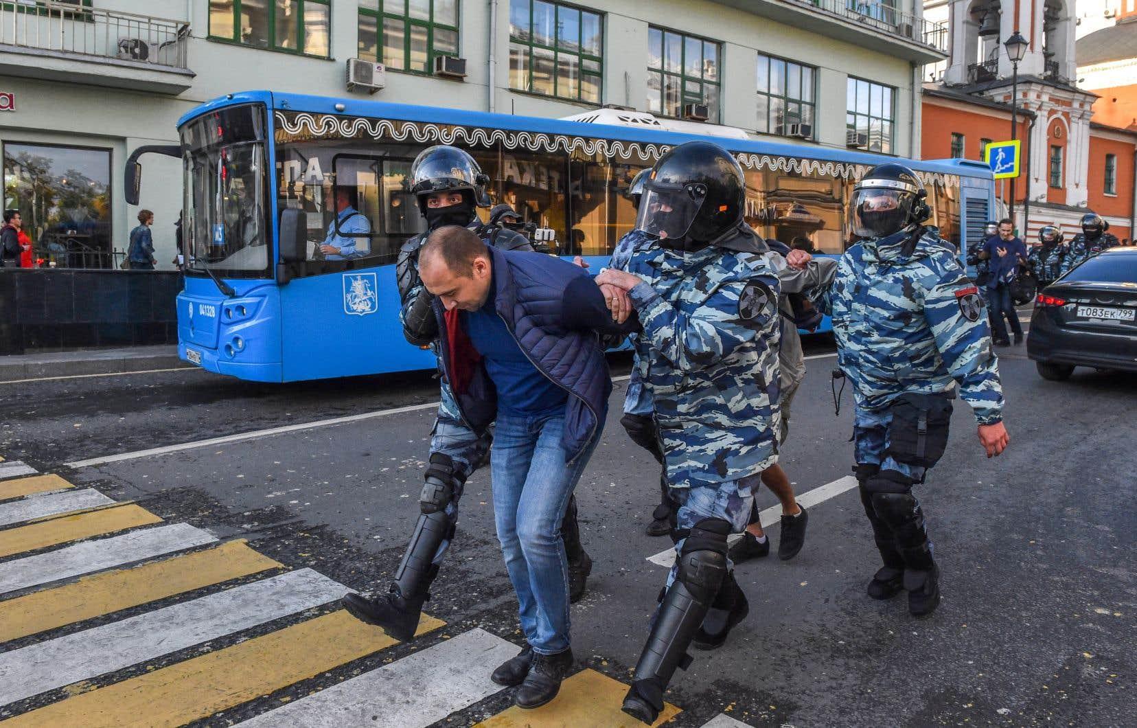 Le dernier et le plus important rassemblement organisé pour réclamer des élections libres a réuni dimanche à Moscou jusqu'à 60000 personnes.