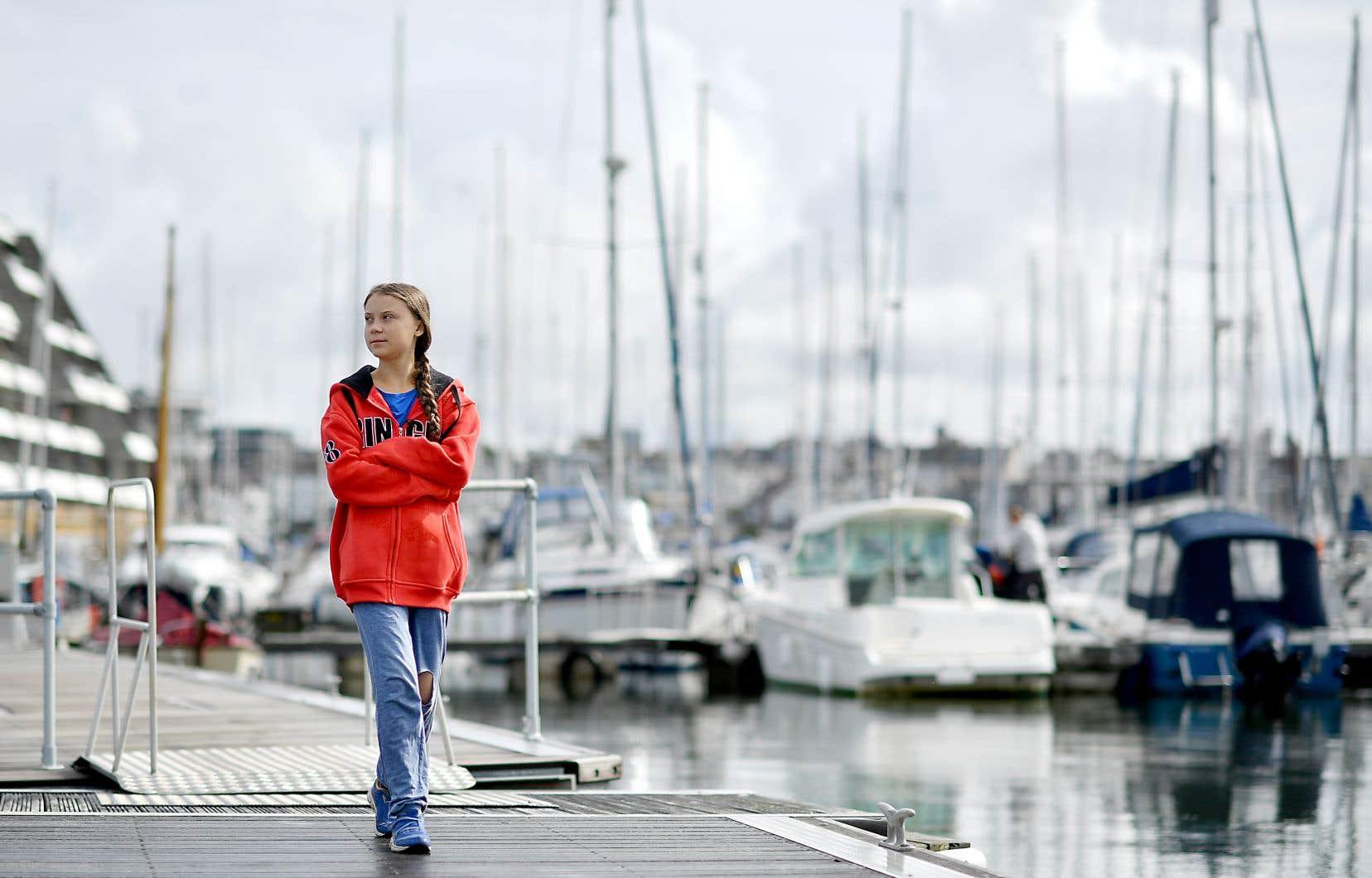 Greta Thunberg dans le port de Plymouth, au Royaume-Uni, d'où elle doit partir ce mercredi pour une traversée de l'Atlantique en voilier.