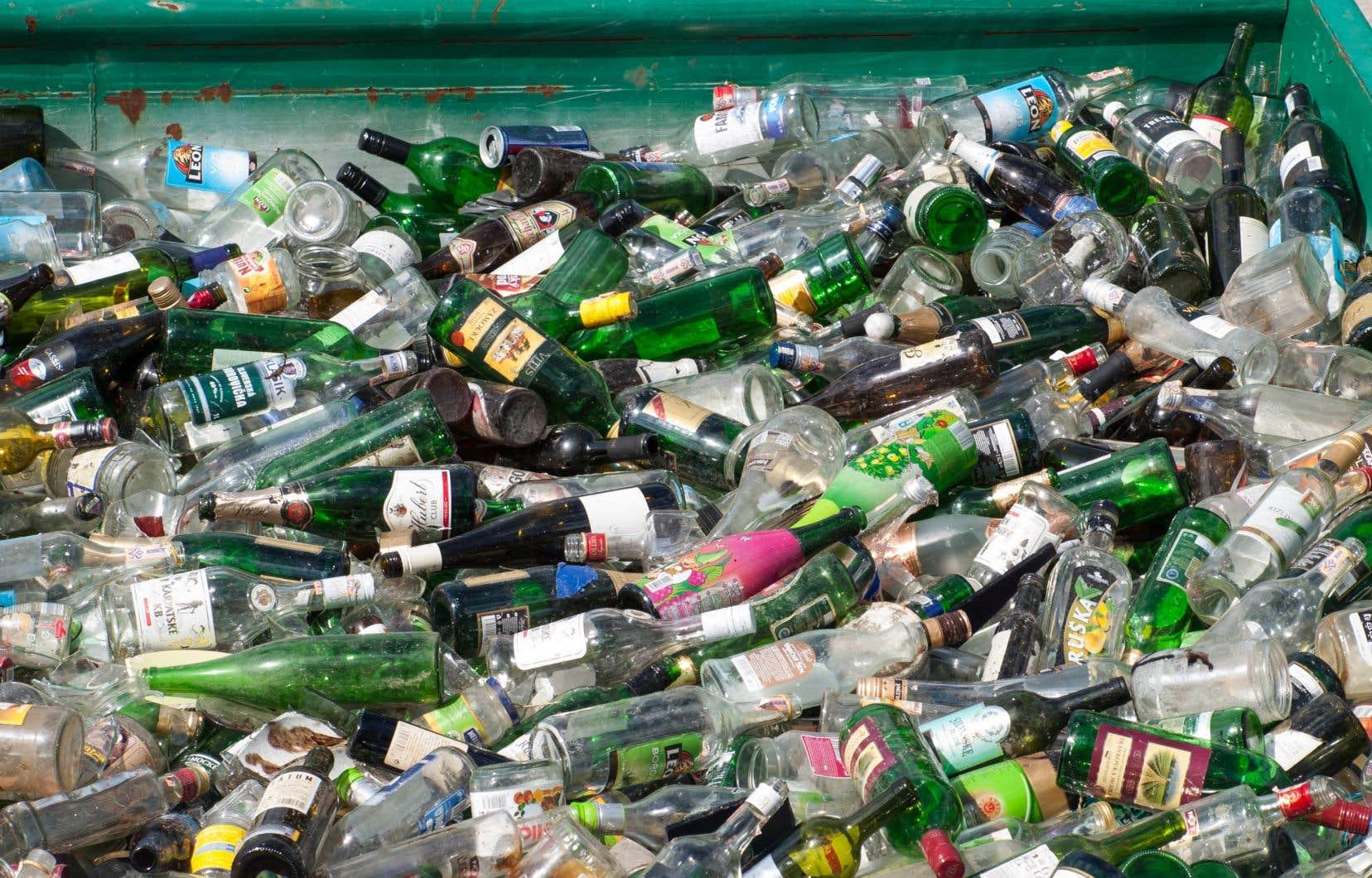 Si certains sont pour la consigne de toutes les bouteilles de verre, d'autres, comme les épiciers, les dépanneurs et les restaurateurs, s'y opposent.