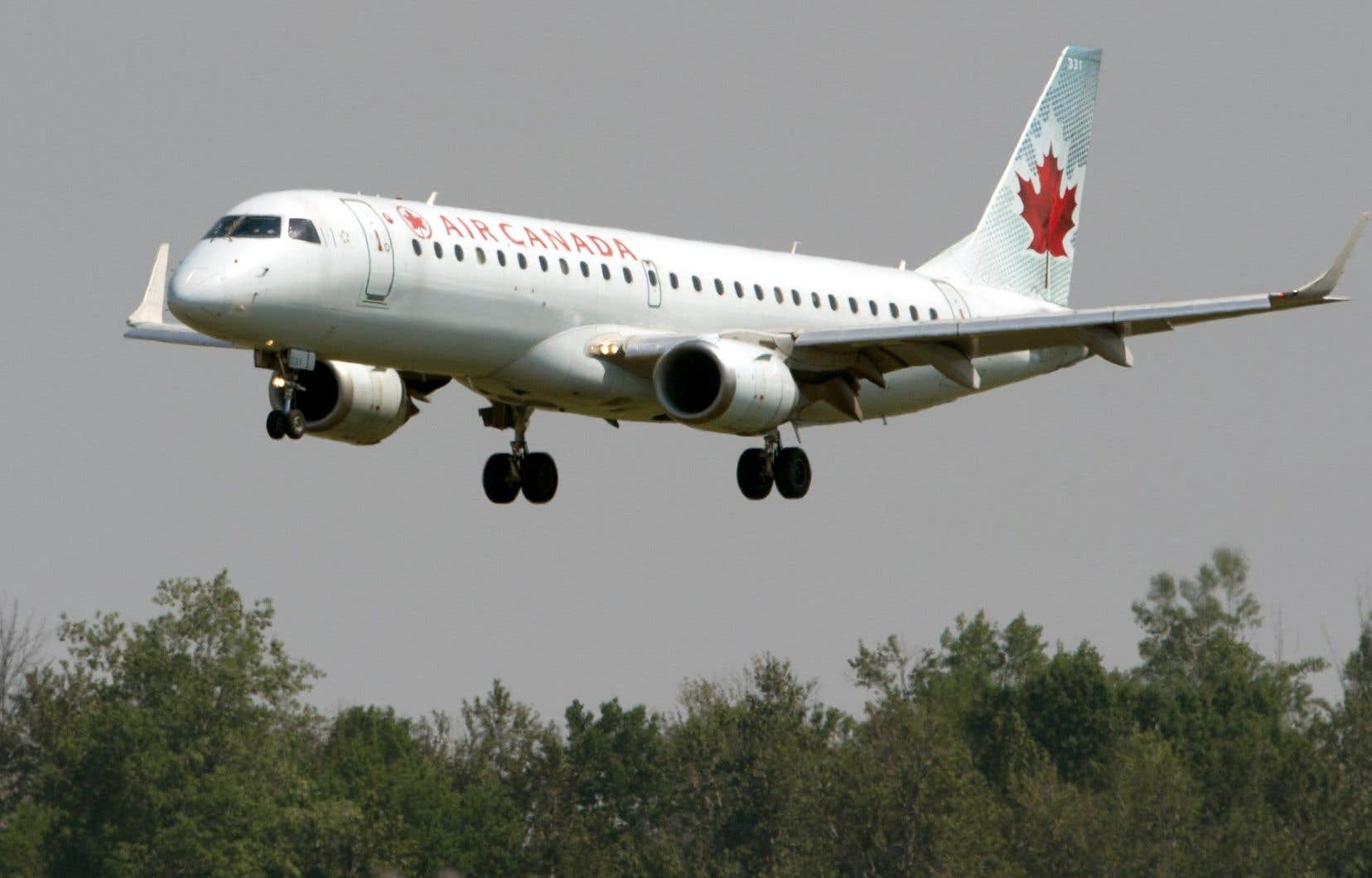 Selon la requête, Air Canada a «illégalement surchargé ses clients» de plus du double du coût du carburant sur certains vols.