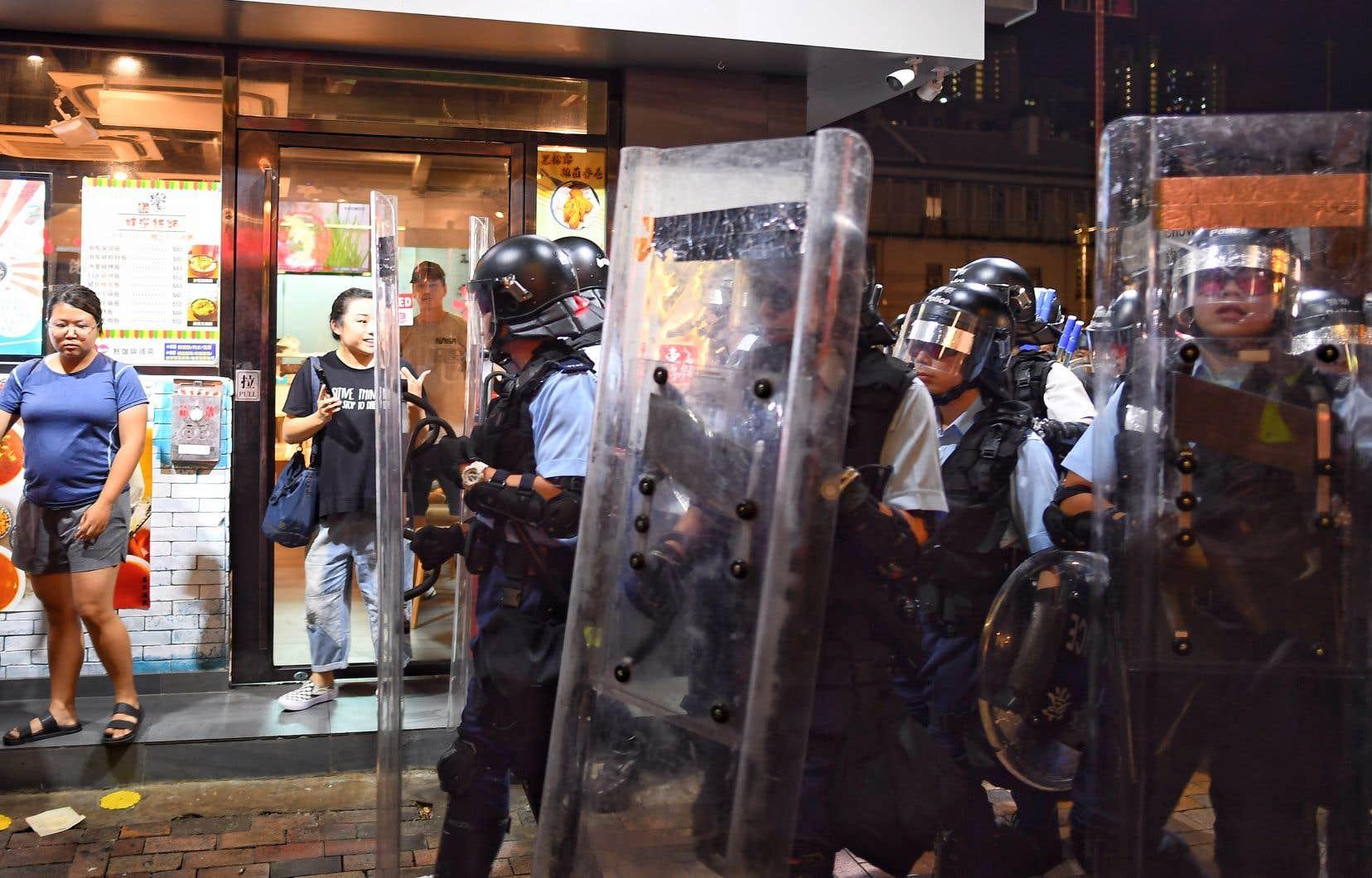 Les manifestations se poursuivent à Hong Kong.