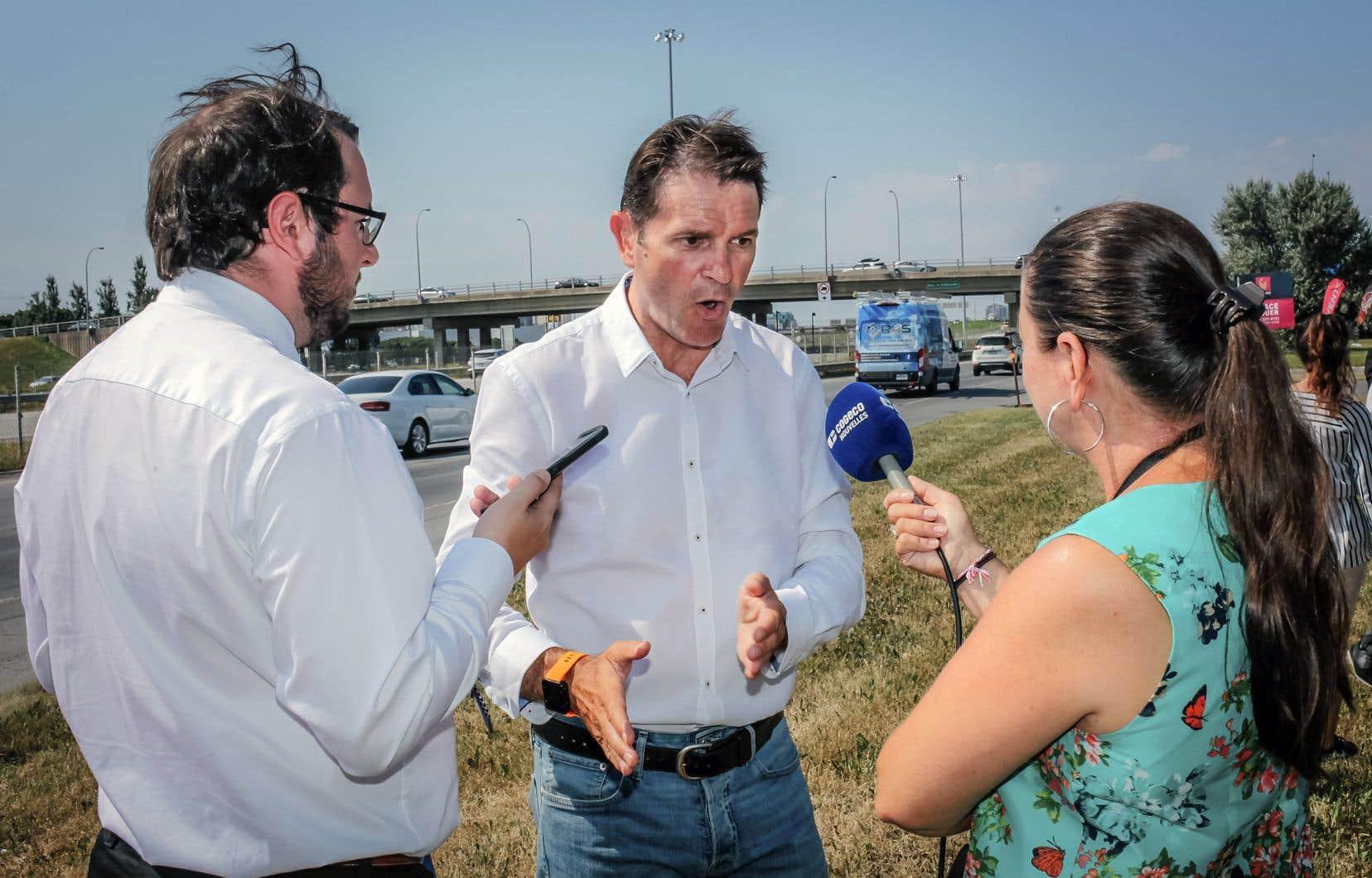 Le ministre des Transports, François Bonnardel, s'était rendu sur les lieux de l'accident au lendemain de la tragédie. Il avait dès lors suggéré de prolonger une ligne continue pour améliorer la sécurité.