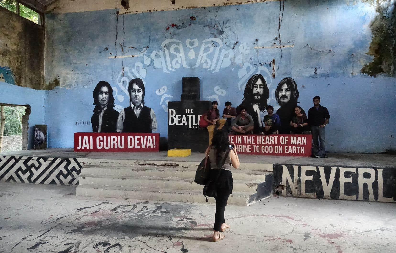 Un jeune graffiteur canadien, Pan Trinity Das, a réalisé 10 œuvres picturales sur les murs de l'ashram.