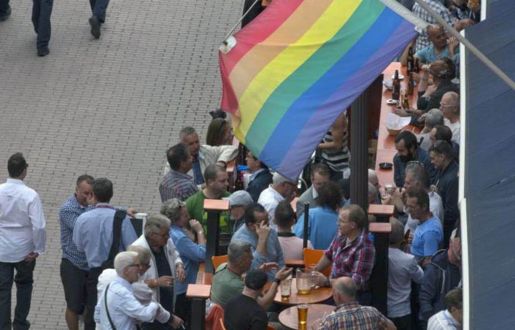 Il semble que, de plus en plus, les nouveaux établissements qui accueillent une clientèle homosexuelle se positionnent sans étiquette.