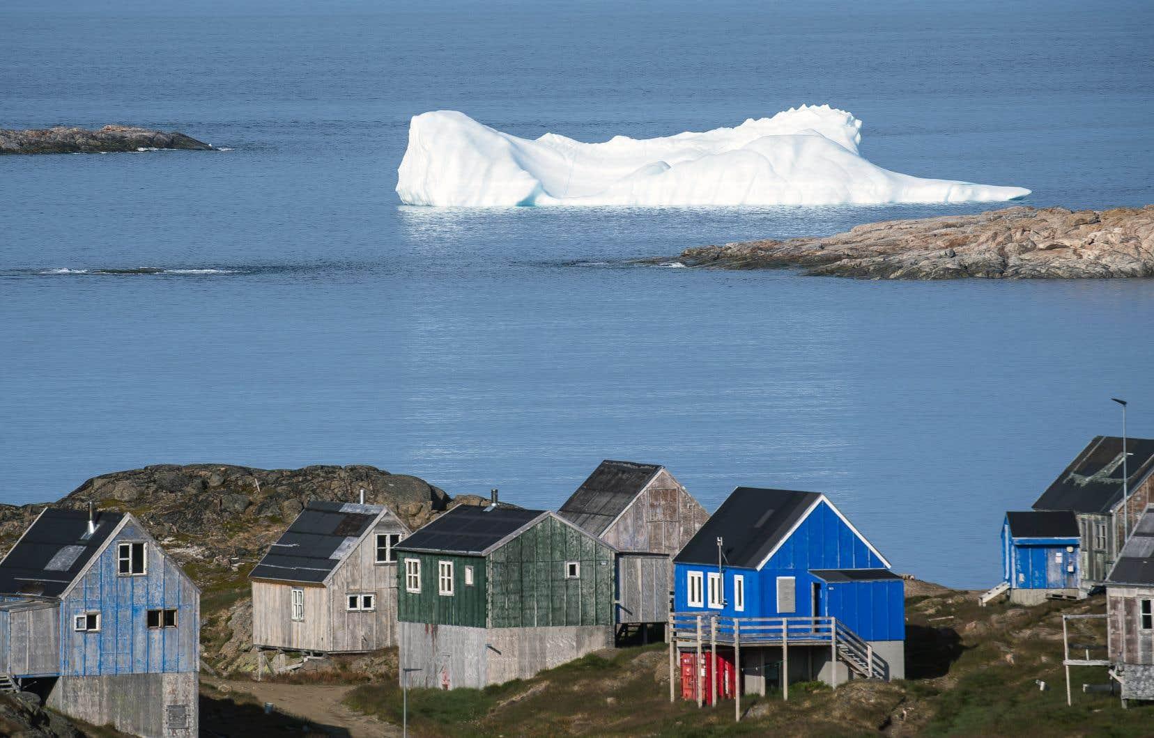 Le Groenland est une gigantesque île arctique riche notamment en pétrole, gaz, or, diamant, uranium, zinc et plomb.