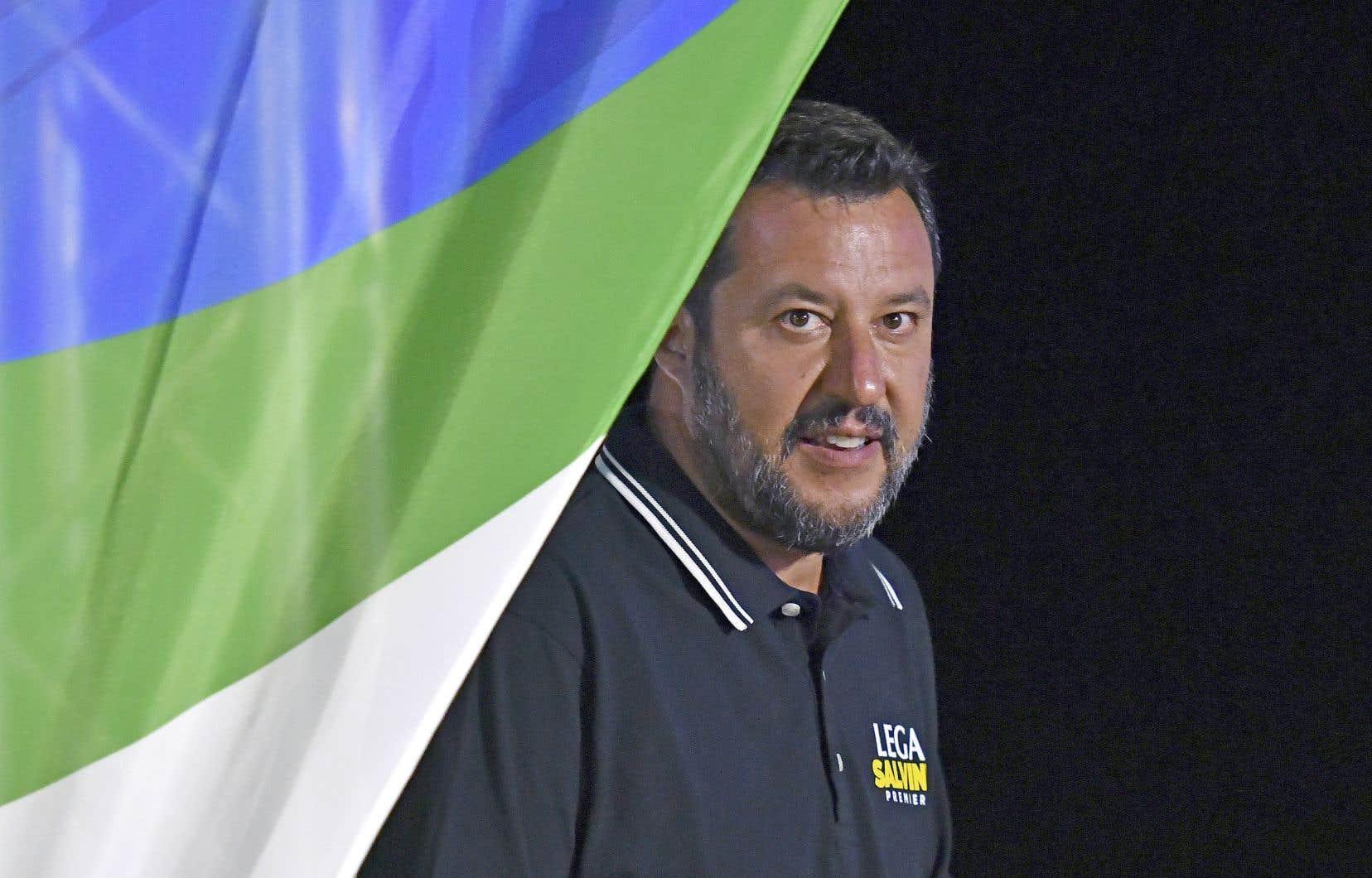 Si des élections étaient déclenchées, les sondages laissent croire que Matteo Salvini pourrait gagner son pari en se hissant à la tête d'un gouvernement d'extrêmedroite.