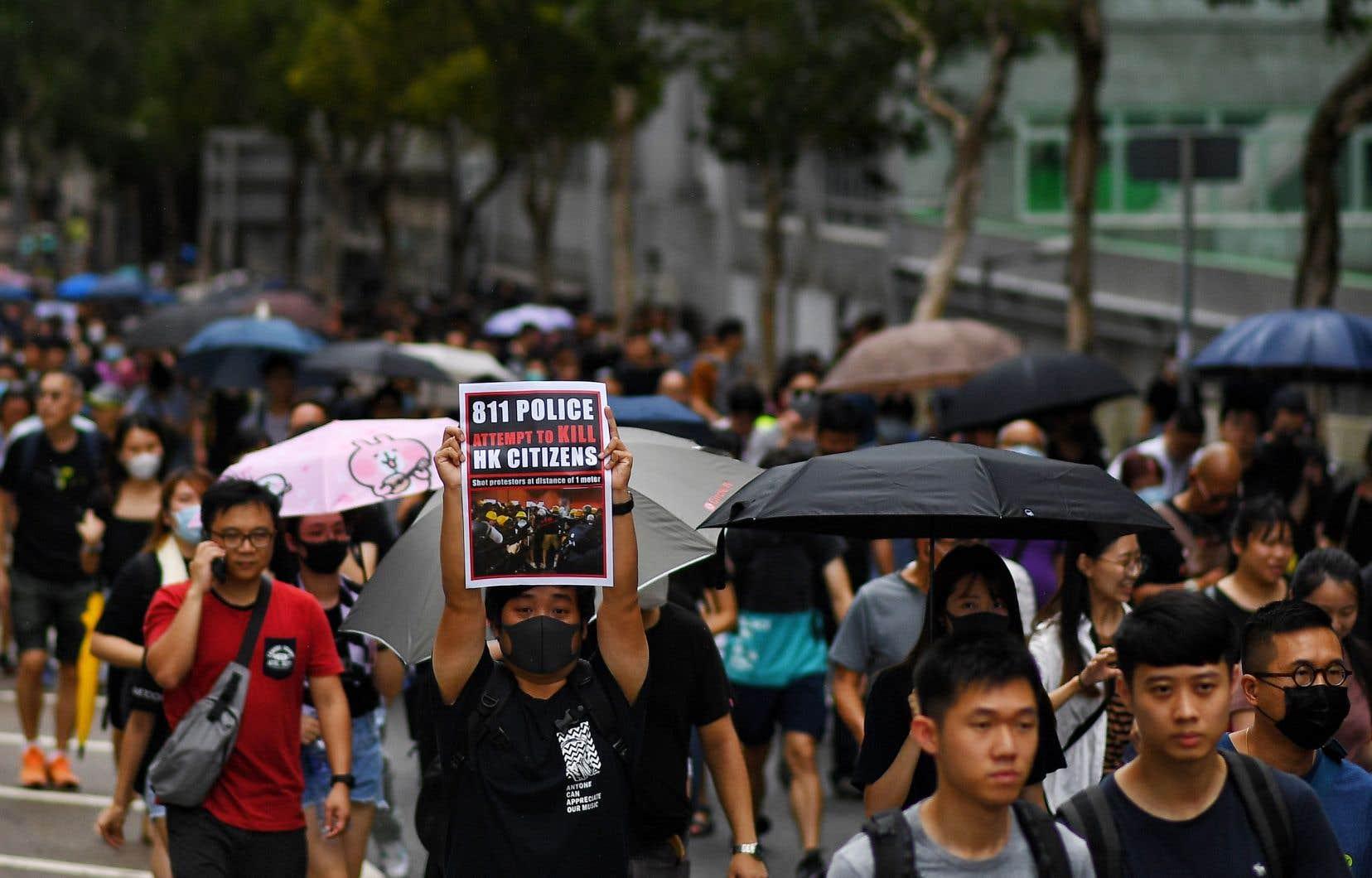«Le gouvernement n'a pas encore répondu à une seule revendication et a intensifié la pression policière pour réprimer la voix du peuple», a déclaré à l'AFP un manifestant de 25ans disant se prénommer Mars.