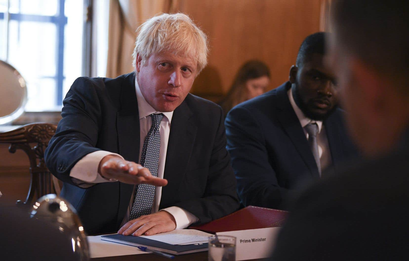 Boris Johnson veut faire pression sur l'UE pour obtenir un nouvel accord en agitant la menace, de plus en plus imminente, d'un Brexit sans accord.