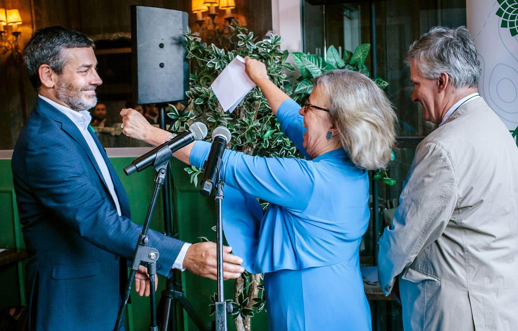 Accompagné de la chef Elizabeth May, Pierre Nantel a confirmé lundi qu'il portera les couleurs du Parti vert et se présentera dans Longueuil–Saint-Hubert.