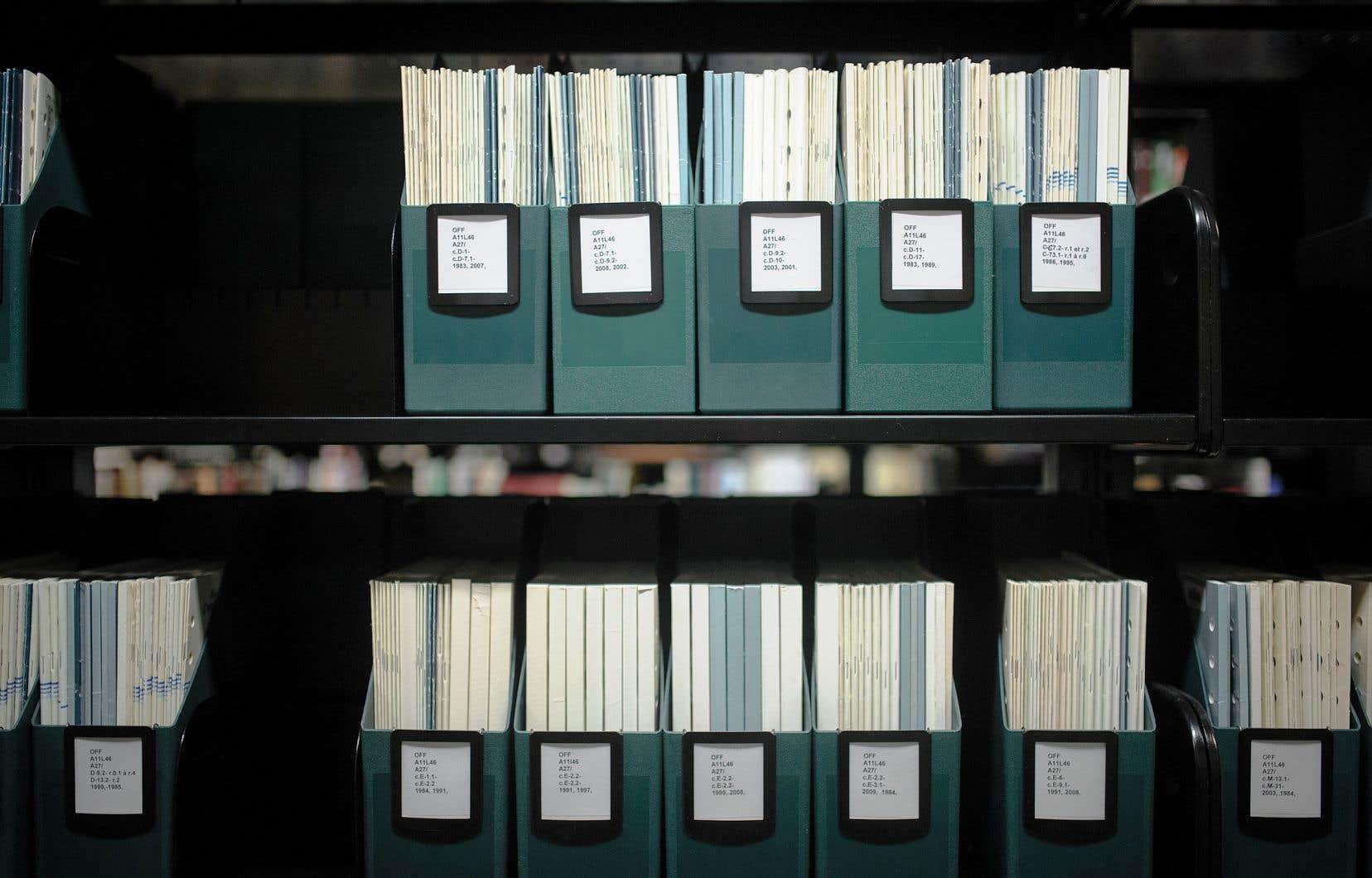Que les bibliothèques et les centres d'archives soient vus par certains comme des cimetières relève d'une erreur de perspective, estime Guy Berthiaume.