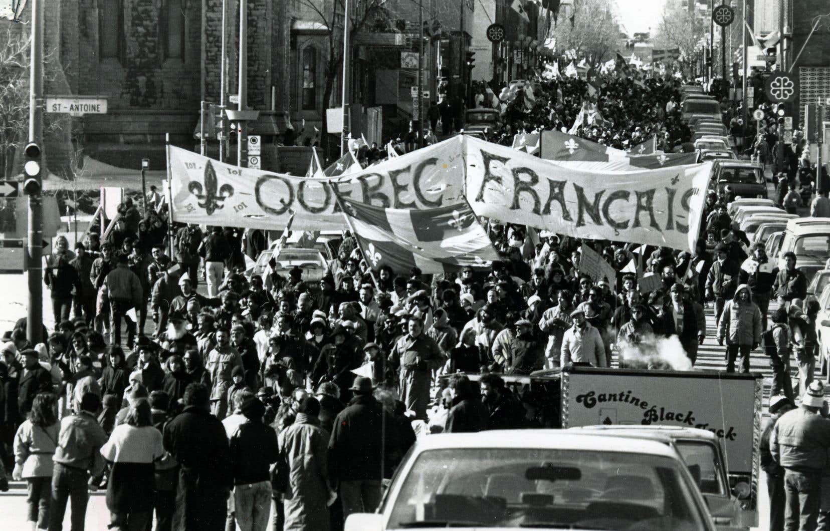 Manifestation à Montréal en 1989 pour le maintien de la loi 101.