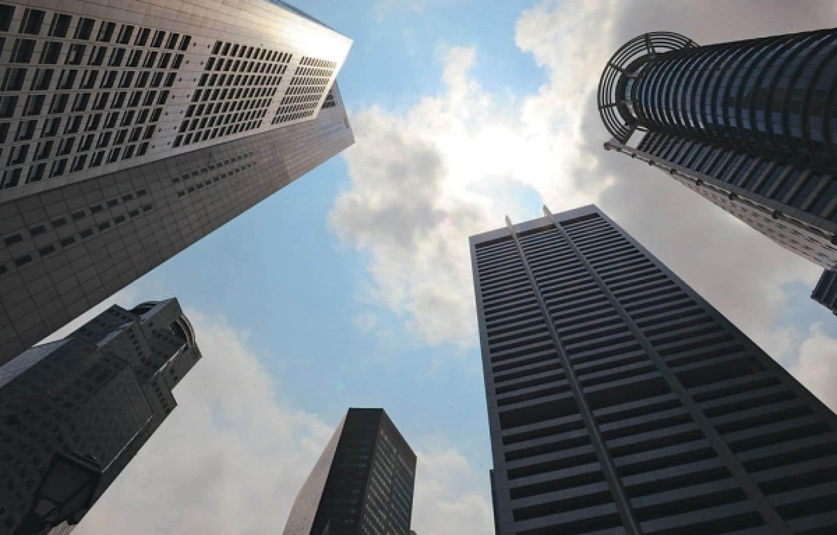 Le centre financier de Singapour. Le Comité de Bâle s'est réuni récemment et a convenu de nouvelles règles pour éviter la répétition d'une nouvelle crise financière dont la résolution reposerait encore une fois sur les épaules des gouvernements. Mais les mesures adoptées sont insuffisantes.<br />