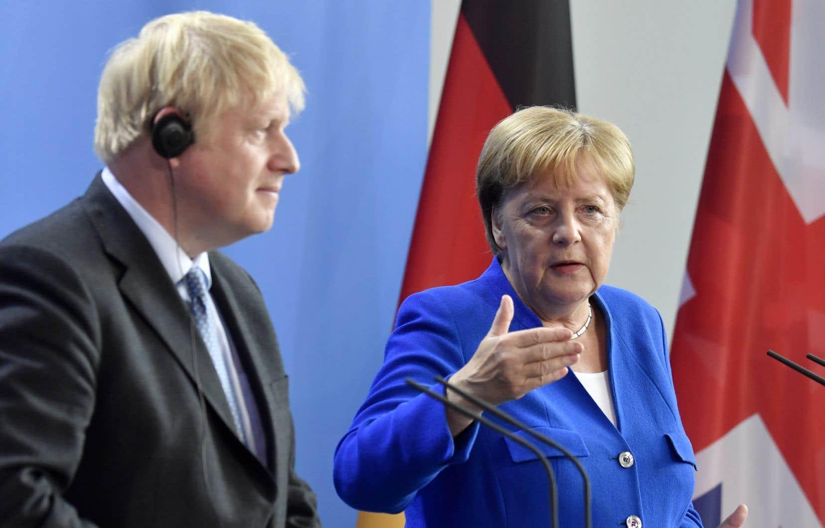 «Je souhaite un accord négocié», a déclaré la chancelière allemande à la presse à Berlin en recevant son homologue britannique, qui faisait en Allemagne sa première visite à l'étranger depuis sa prise de fonction.